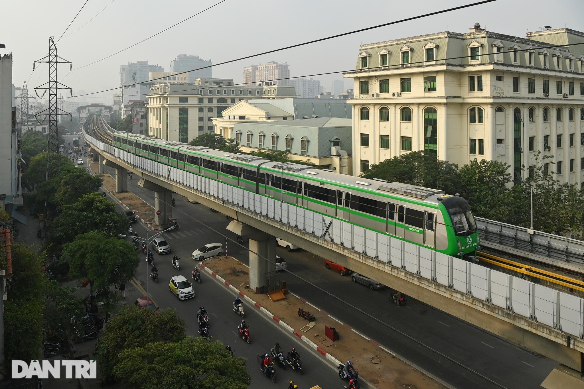 Toàn cảnh 9 đoàn tàu đường sắt Cát Linh - Hà Đông băng băng qua các nhà ga - 20