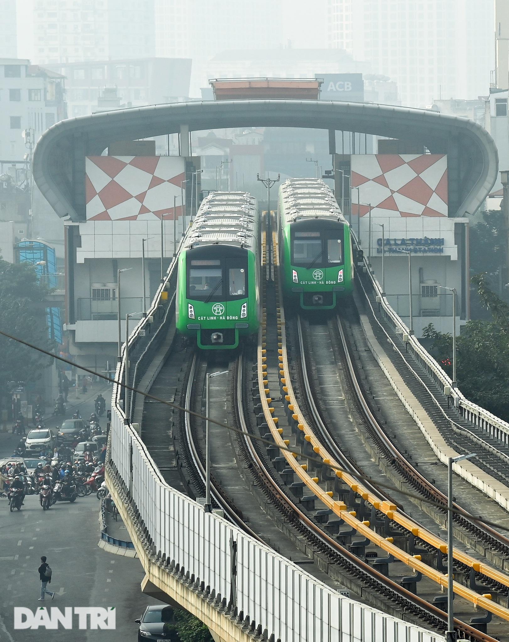 Toàn cảnh 9 đoàn tàu đường sắt Cát Linh - Hà Đông băng băng qua các nhà ga - 19