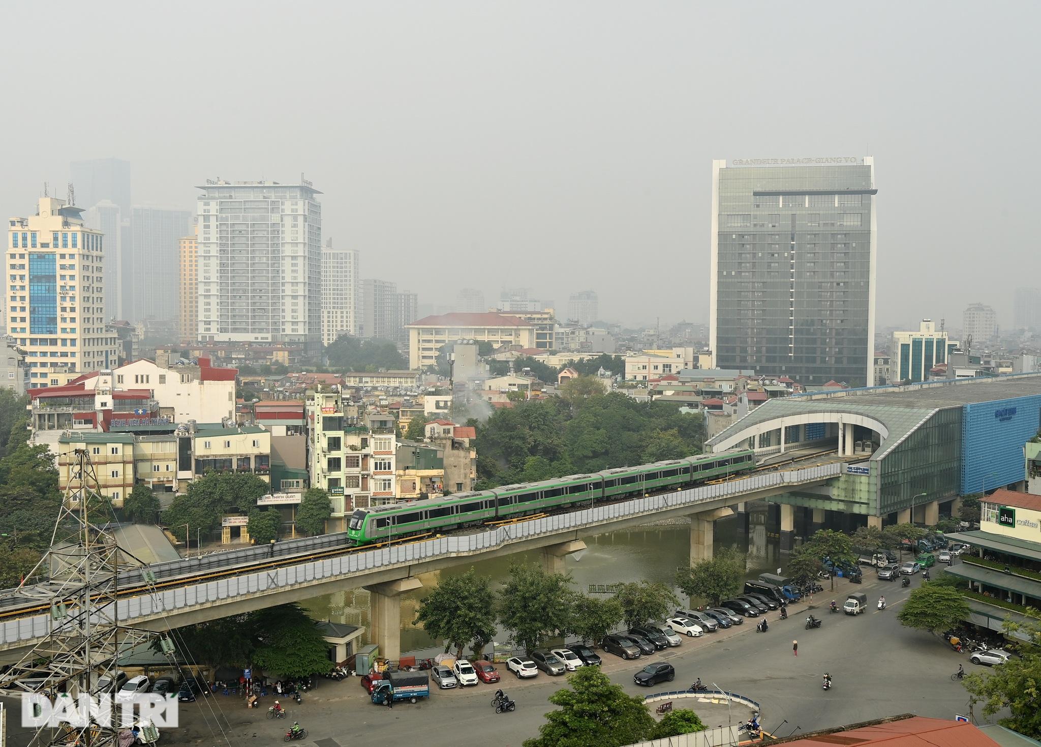 Toàn cảnh 9 đoàn tàu đường sắt Cát Linh - Hà Đông băng băng qua các nhà ga - 21