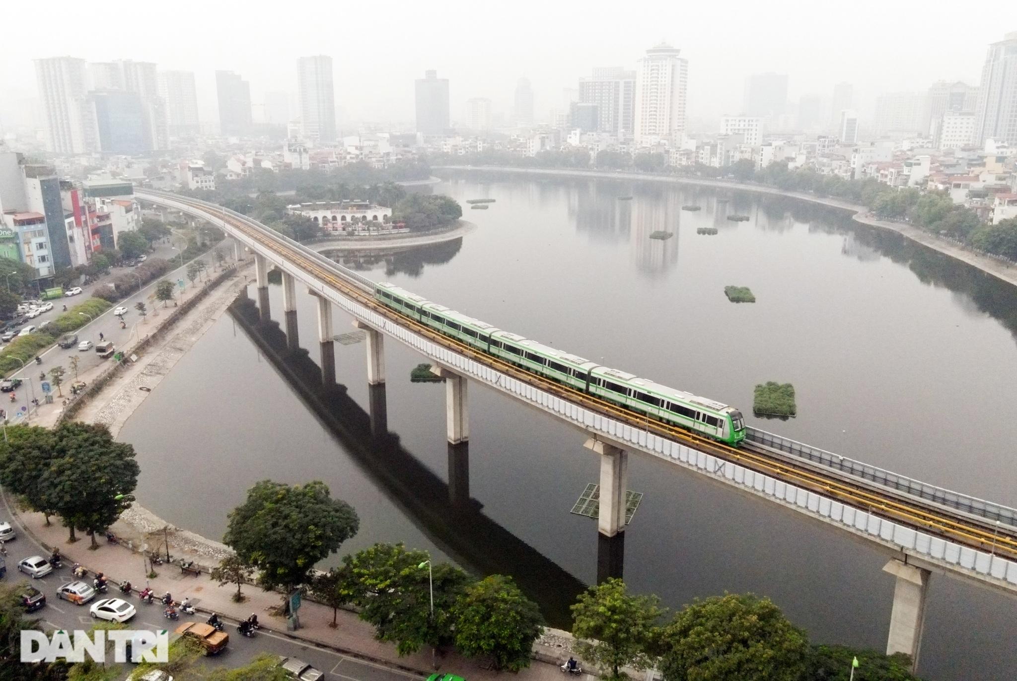 Toàn cảnh 9 đoàn tàu đường sắt Cát Linh - Hà Đông băng băng qua các nhà ga - 18