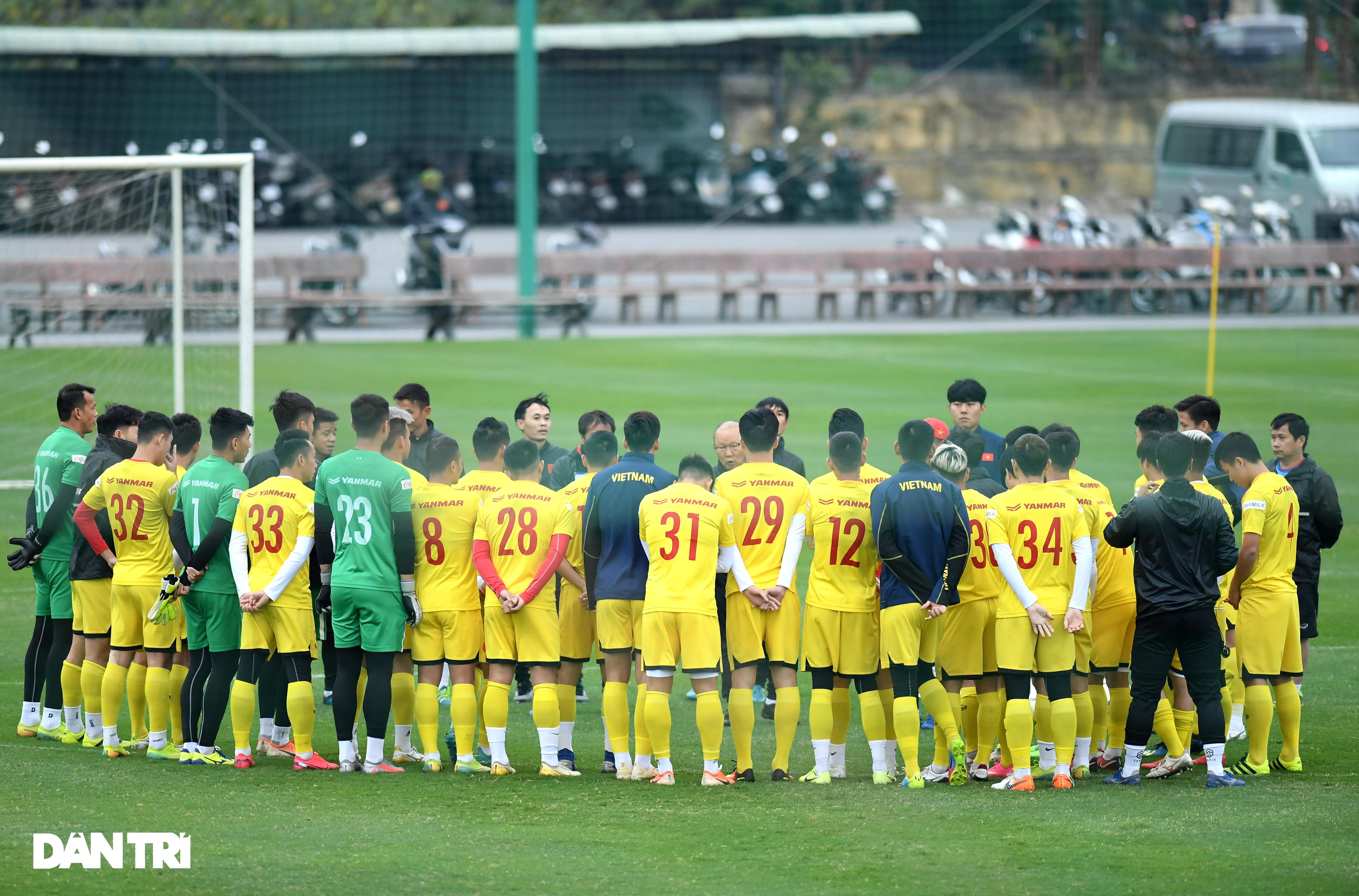 Đội tuyển Việt Nam luyện công trong giá lạnh tại Hà Nội - 1
