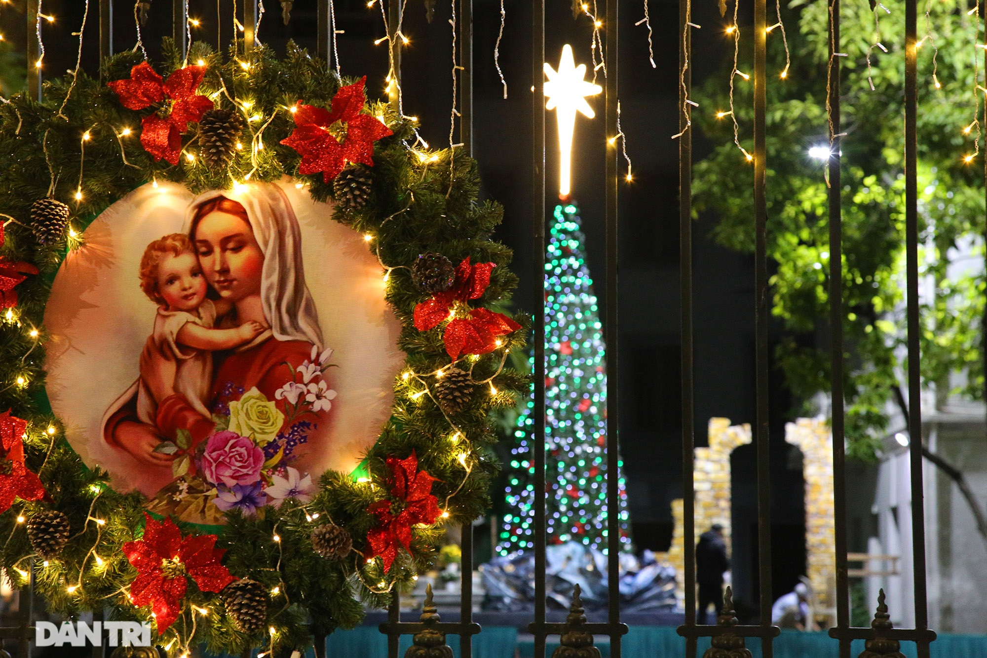 Các nhà thờ tại Hà Nội nhộn nhịp, trang hoàng chờ đón Giáng sinh 2020 - 9