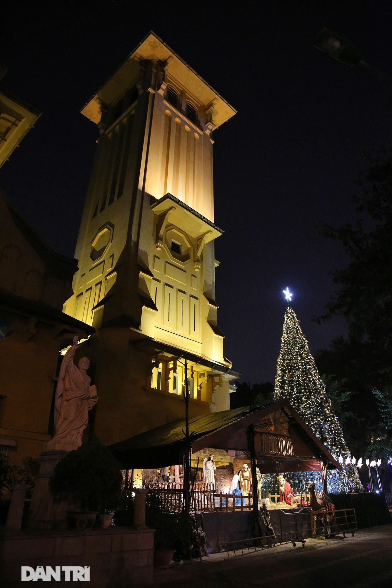 Các nhà thờ tại Hà Nội nhộn nhịp, trang hoàng chờ đón Giáng sinh 2020 - 13