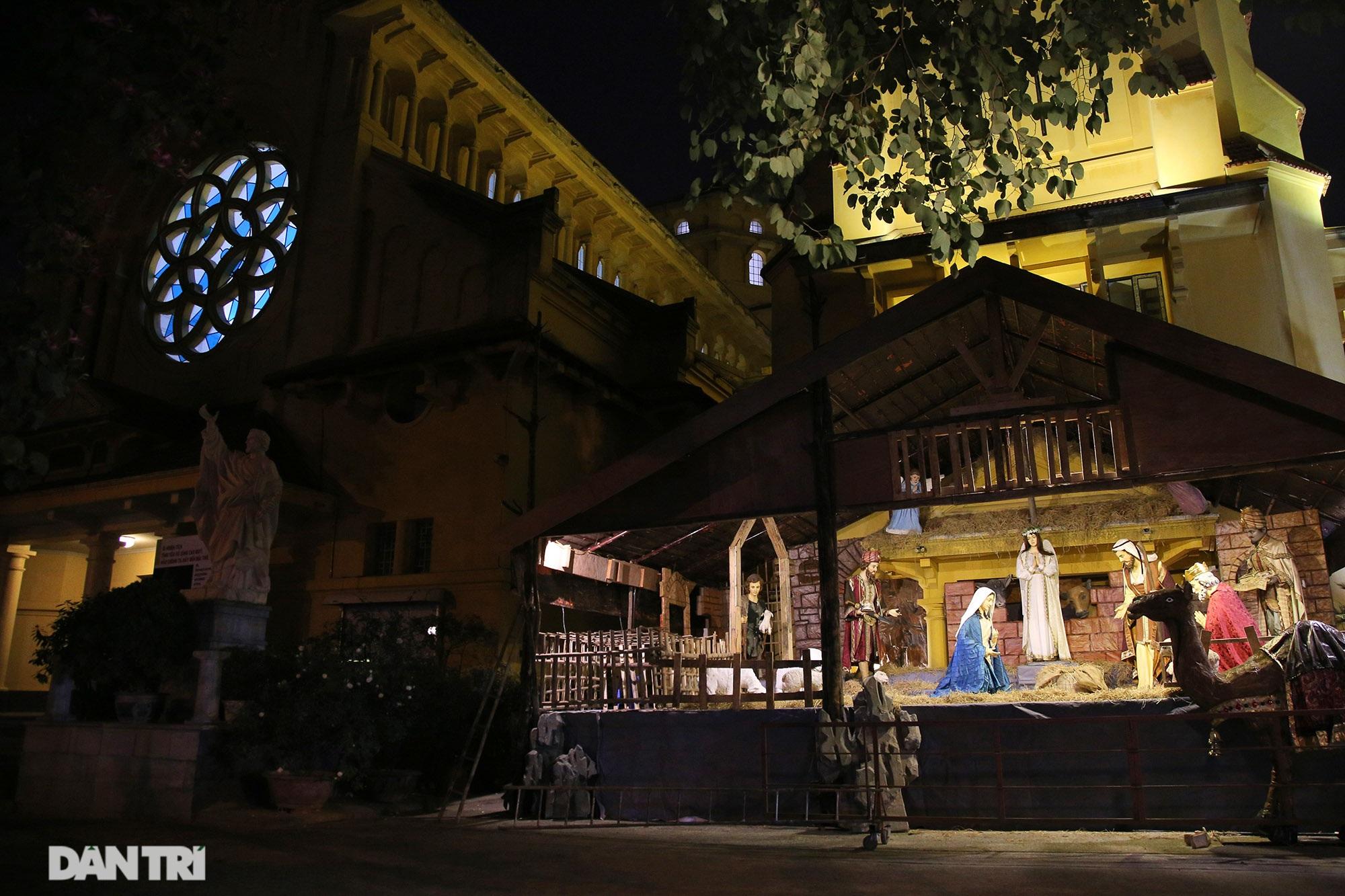 Các nhà thờ tại Hà Nội nhộn nhịp, trang hoàng chờ đón Giáng sinh 2020 - 14