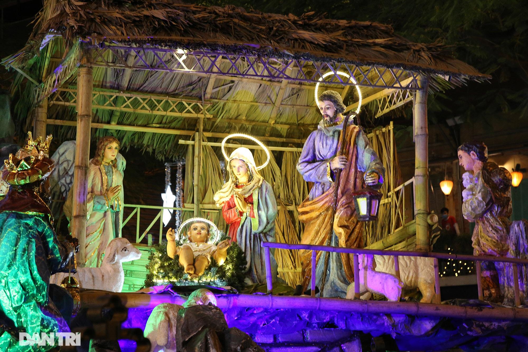 Các nhà thờ tại Hà Nội nhộn nhịp, trang hoàng chờ đón Giáng sinh 2020 - 2