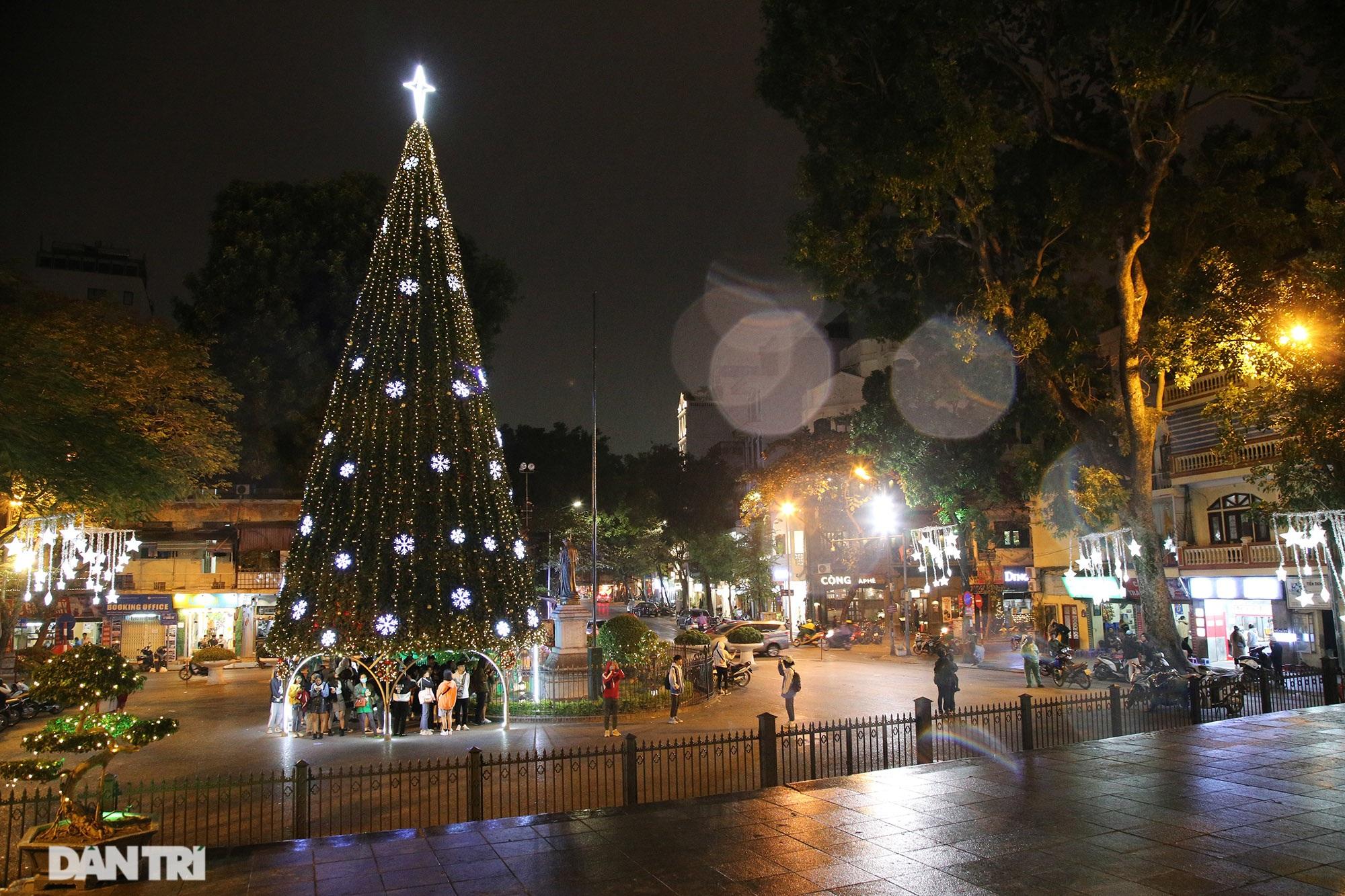 Các nhà thờ tại Hà Nội nhộn nhịp, trang hoàng chờ đón Giáng sinh 2020 - 4