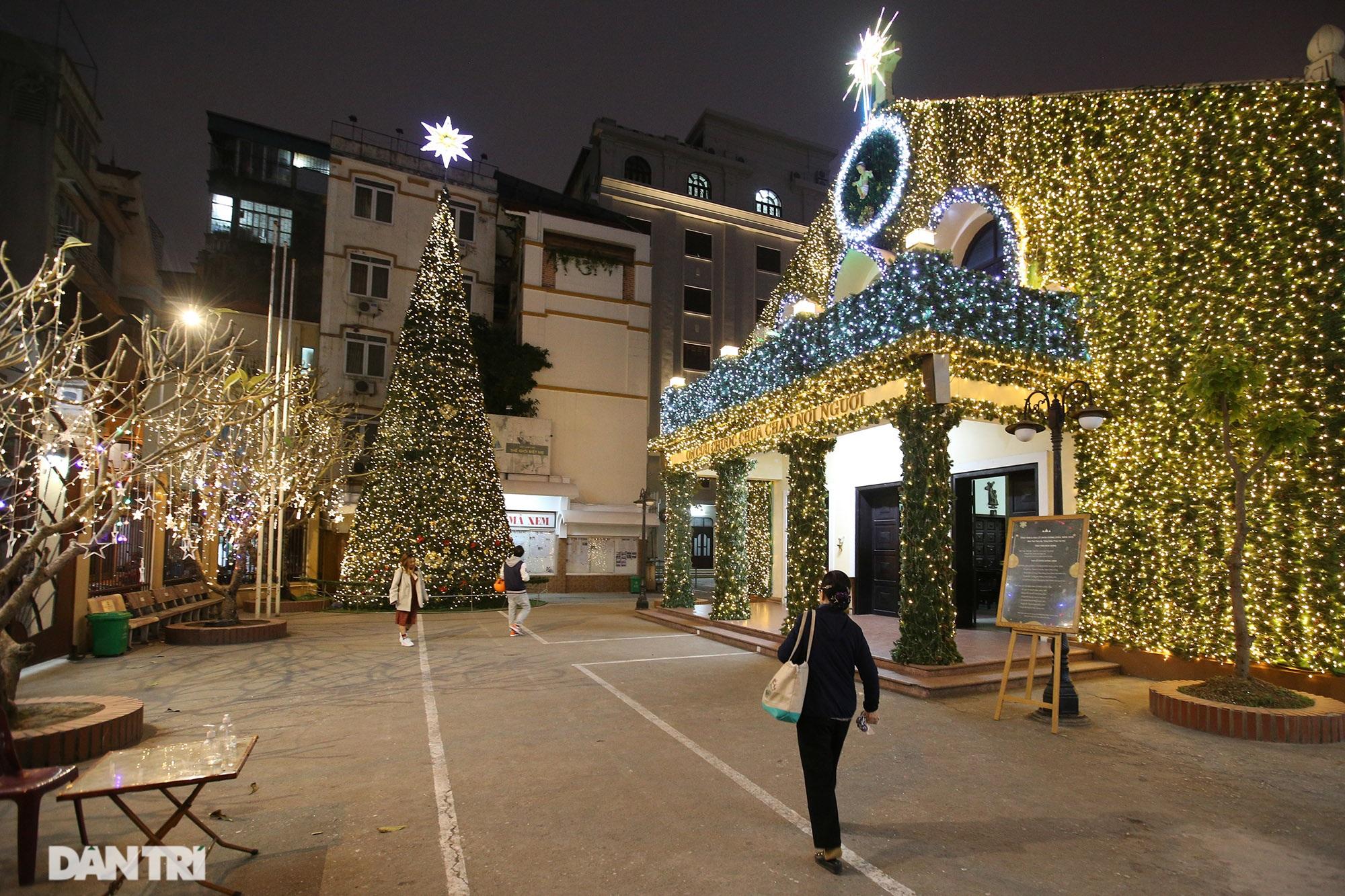 Các nhà thờ tại Hà Nội nhộn nhịp, trang hoàng chờ đón Giáng sinh 2020 - 6