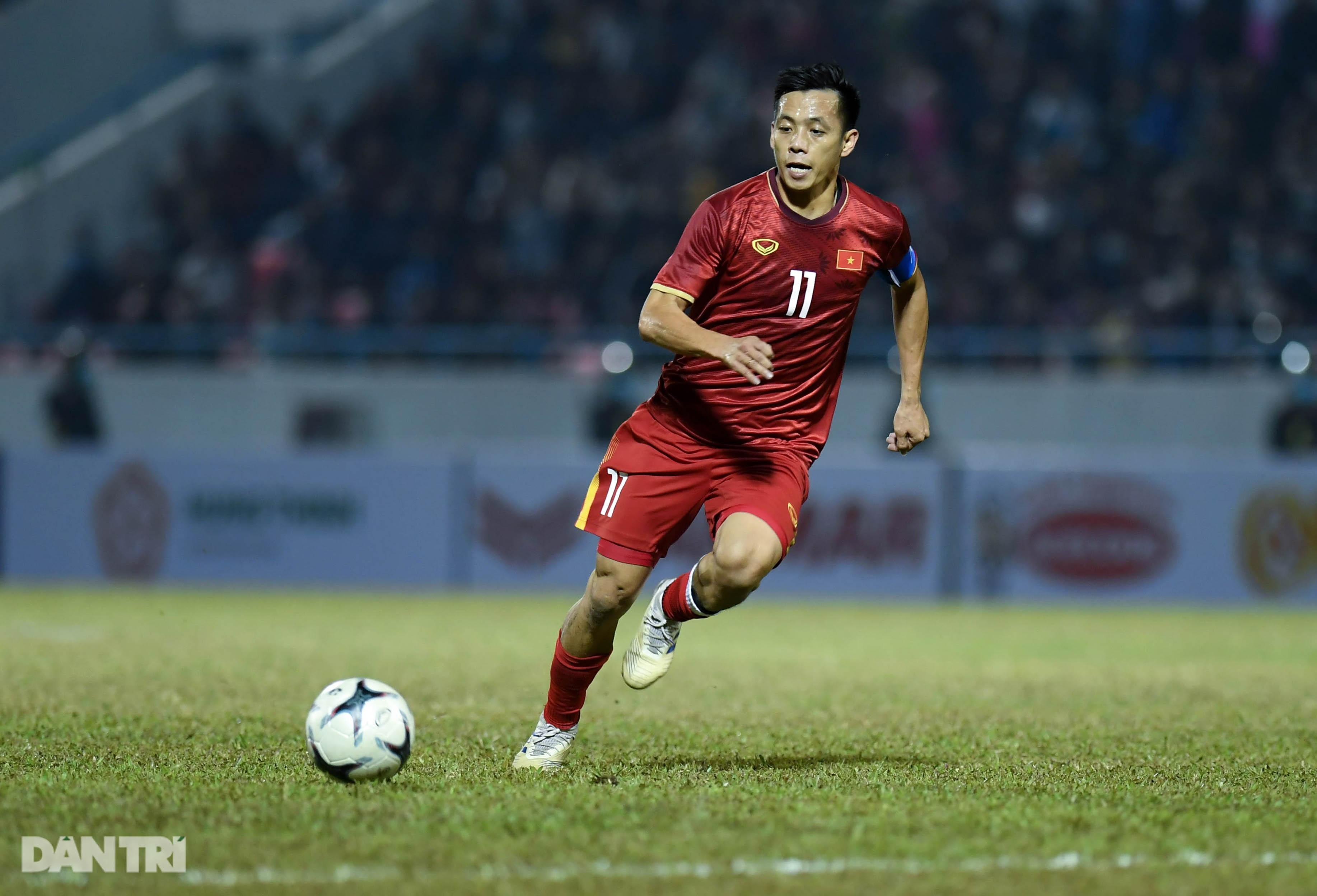 Văn Quyết ghi điểm trong chiến thắng của tuyển Việt Nam trước đàn em U22 - 7