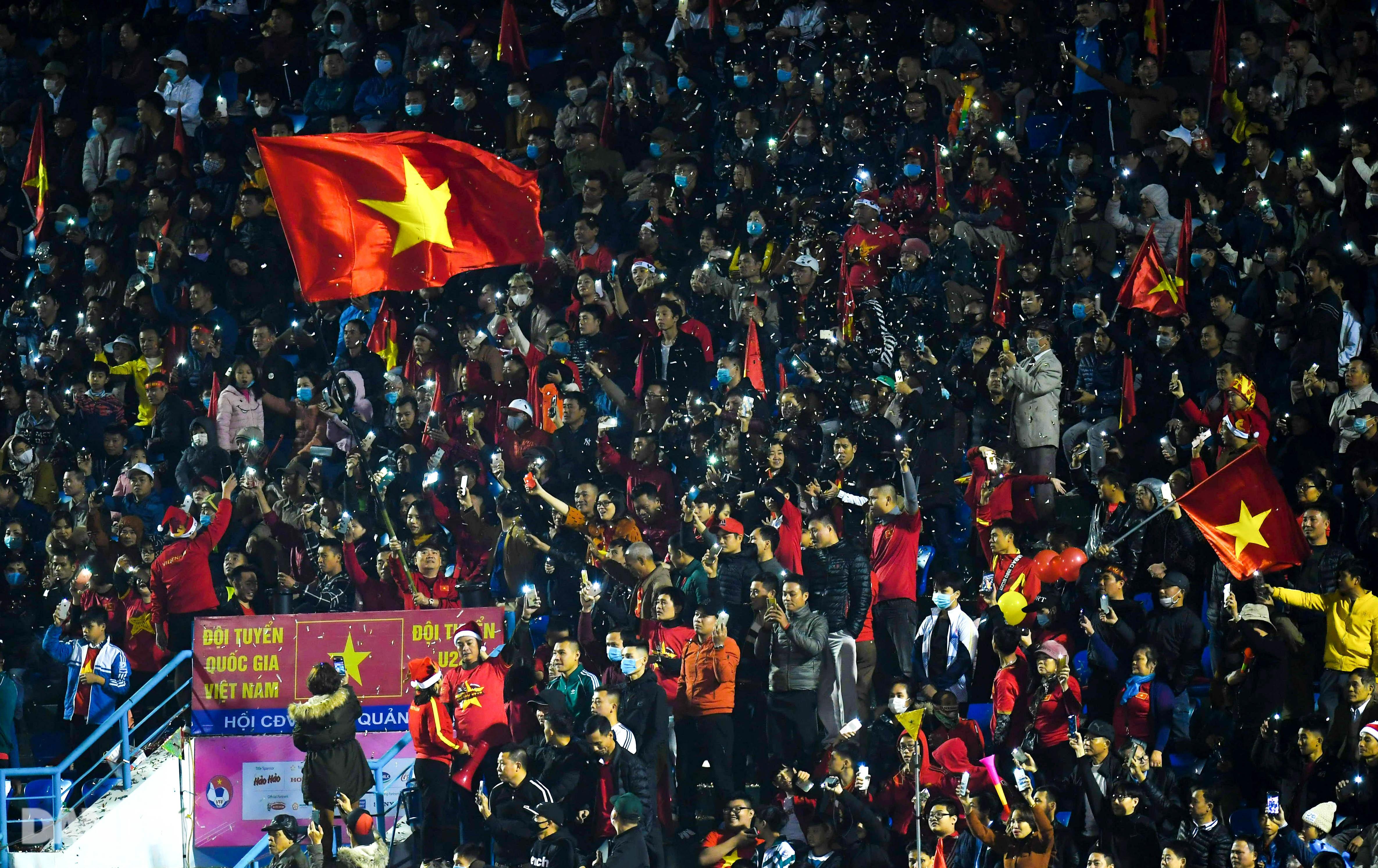 Văn Quyết ghi điểm trong chiến thắng của tuyển Việt Nam trước đàn em U22 - 19