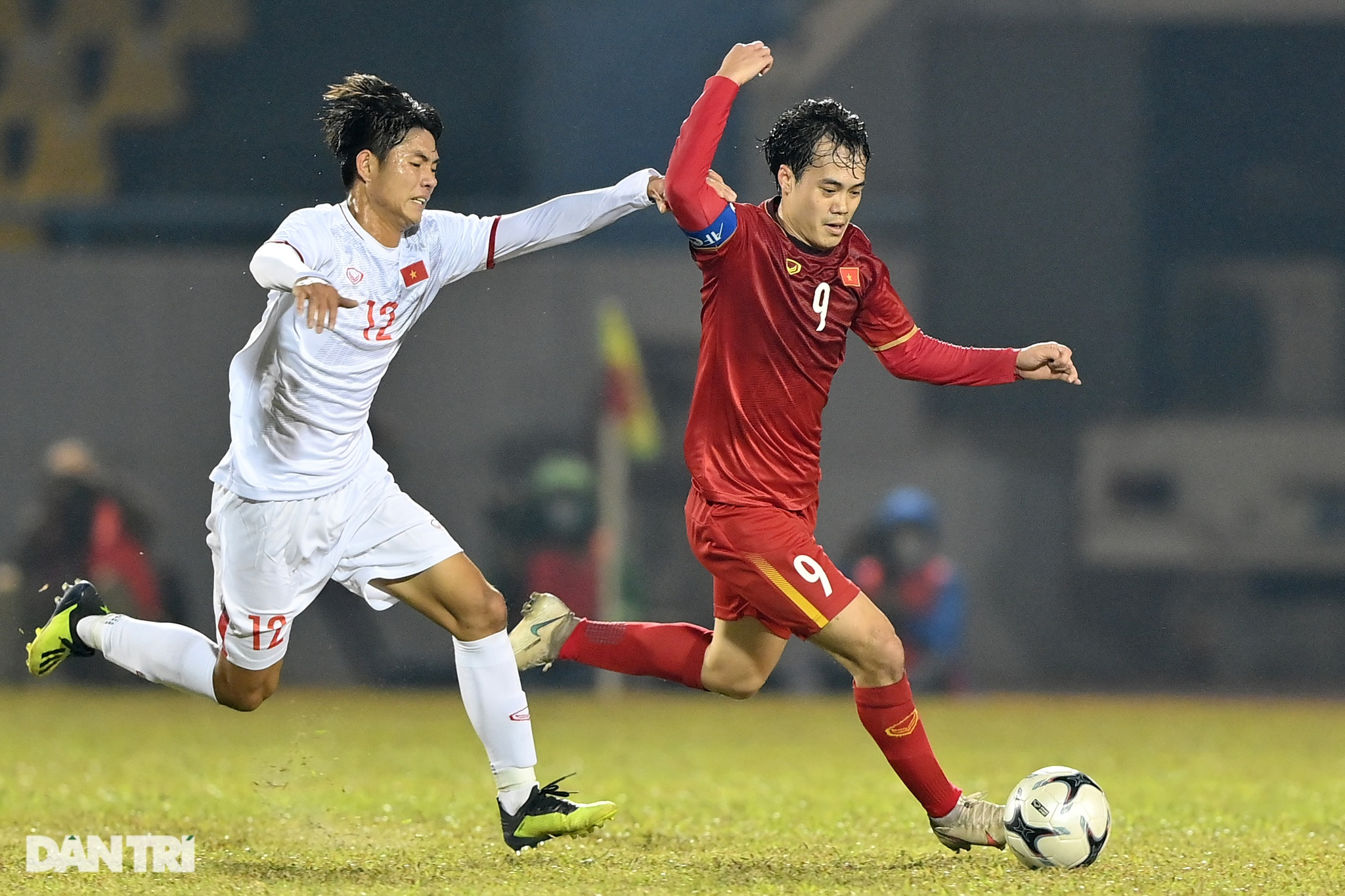 Văn Quyết ghi điểm trong chiến thắng của tuyển Việt Nam trước đàn em U22 - 22