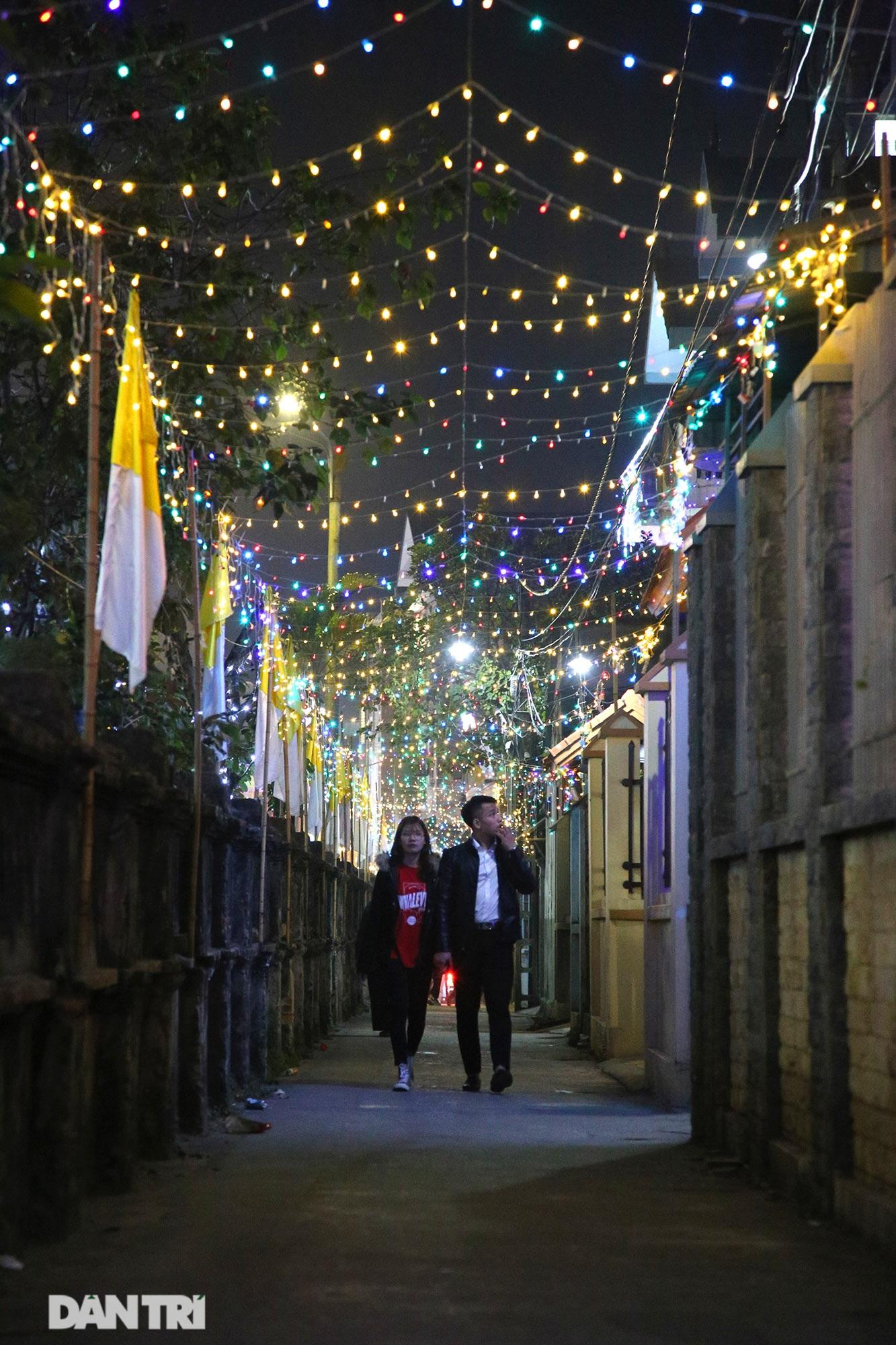 Đêm Giáng sinh lung linh ánh đèn tại xứ đạo Thạch Bích - 11