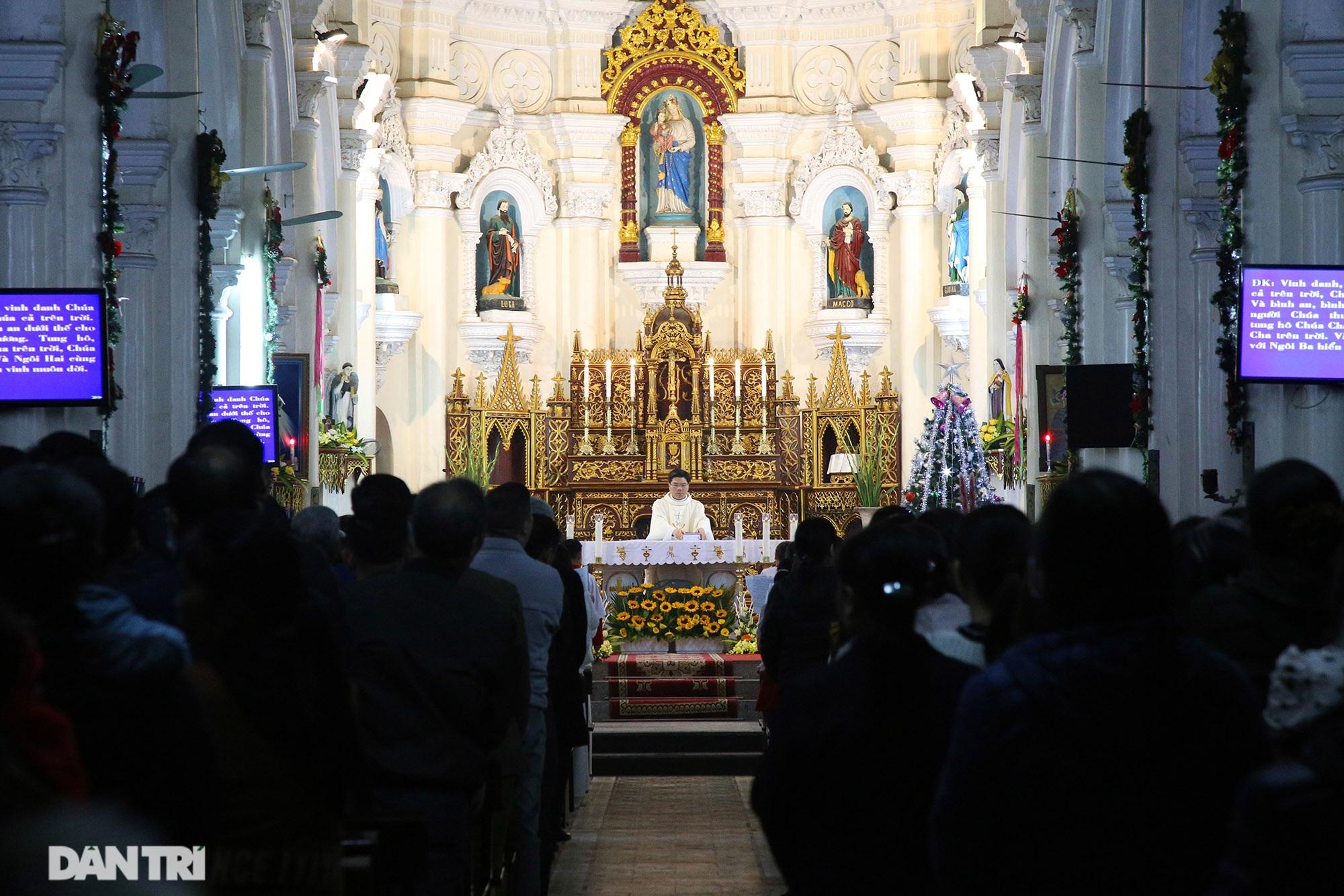 Đêm Giáng sinh lung linh ánh đèn tại xứ đạo Thạch Bích - 12