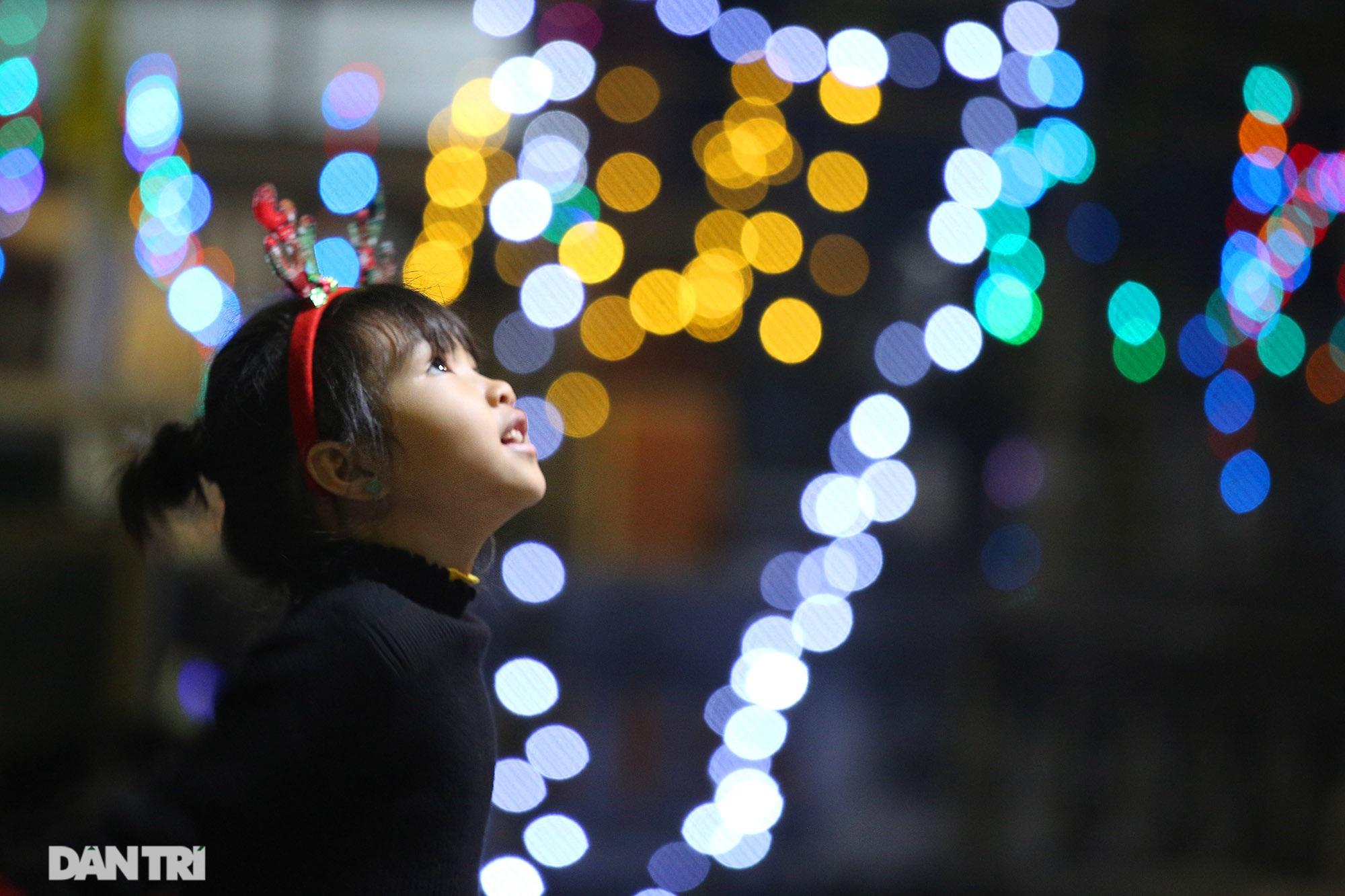 Đêm Giáng sinh lung linh ánh đèn tại xứ đạo Thạch Bích - 5