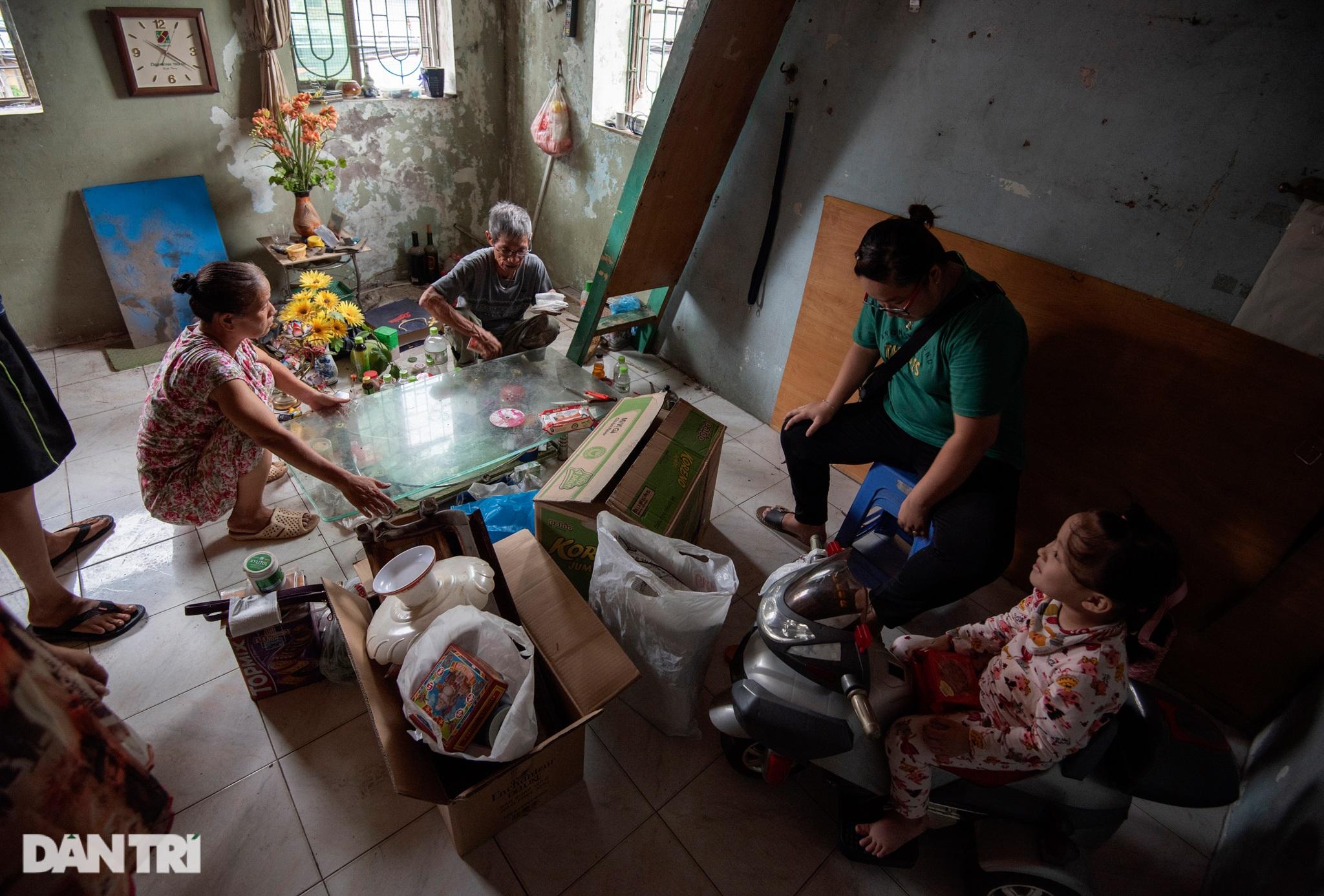Đôi vợ chồng già trong căn nhà cuối cùng bị giải tỏa trên phố Đại La - 17