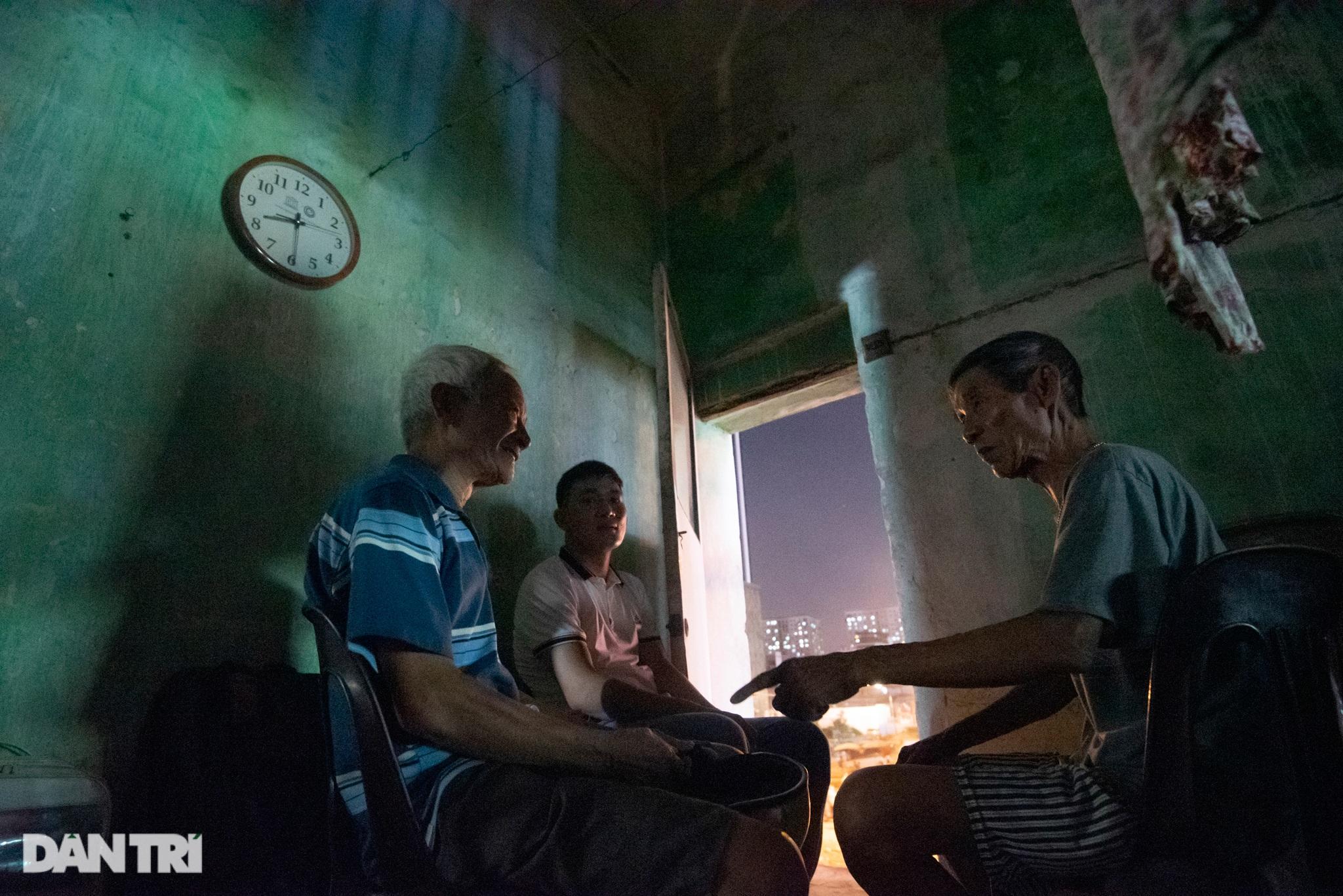 Đôi vợ chồng già trong căn nhà cuối cùng bị giải tỏa trên phố Đại La - 8