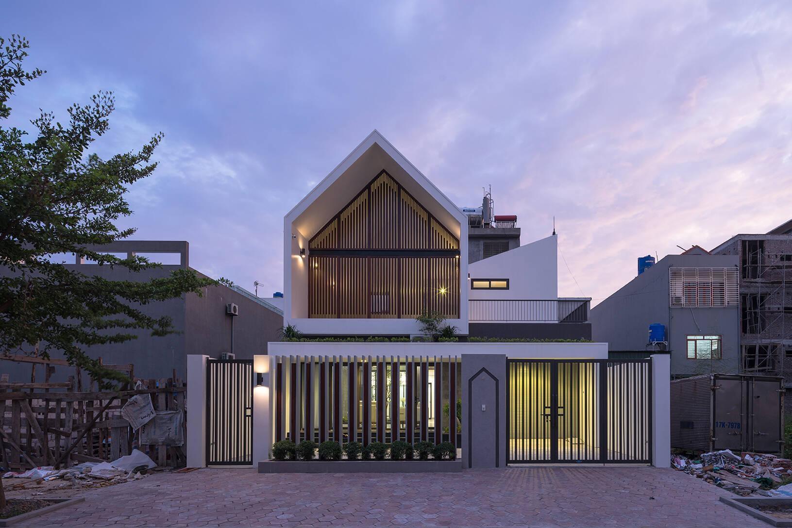 """ngoi nha can khoi bui cua cap vo chong trung nien o quang ninhdocx 1609331049405 - Ngôi nhà có thiết kế lạ """"cản"""" khói bụi của cặp vợ chồng ở Quảng Ninh"""