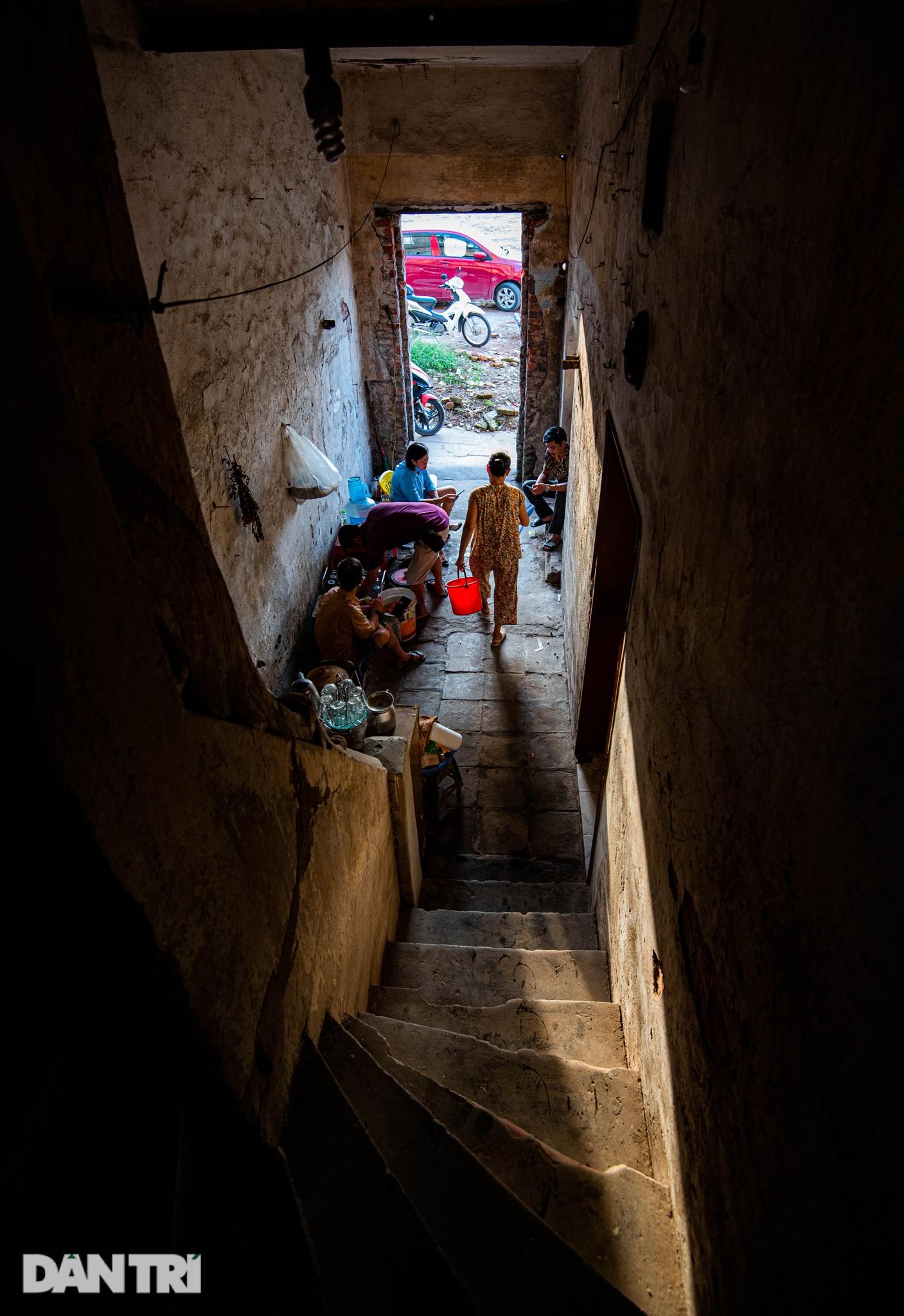 Đôi vợ chồng già trong căn nhà cuối cùng bị giải tỏa trên phố Đại La - 9