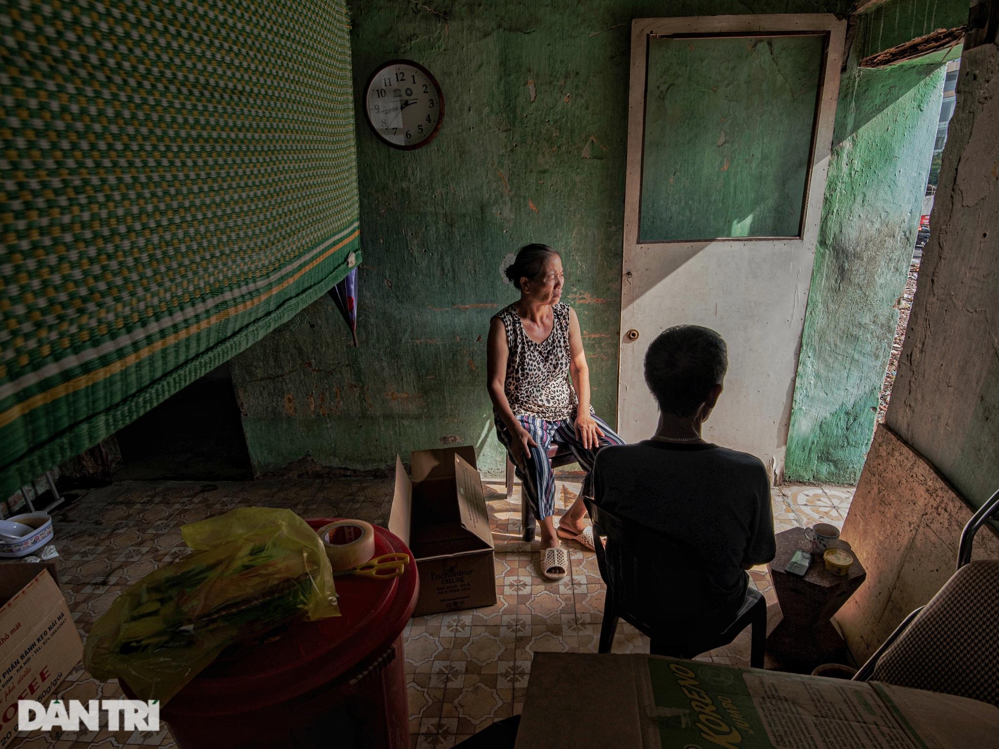 Đôi vợ chồng già trong căn nhà cuối cùng bị giải tỏa trên phố Đại La - 4