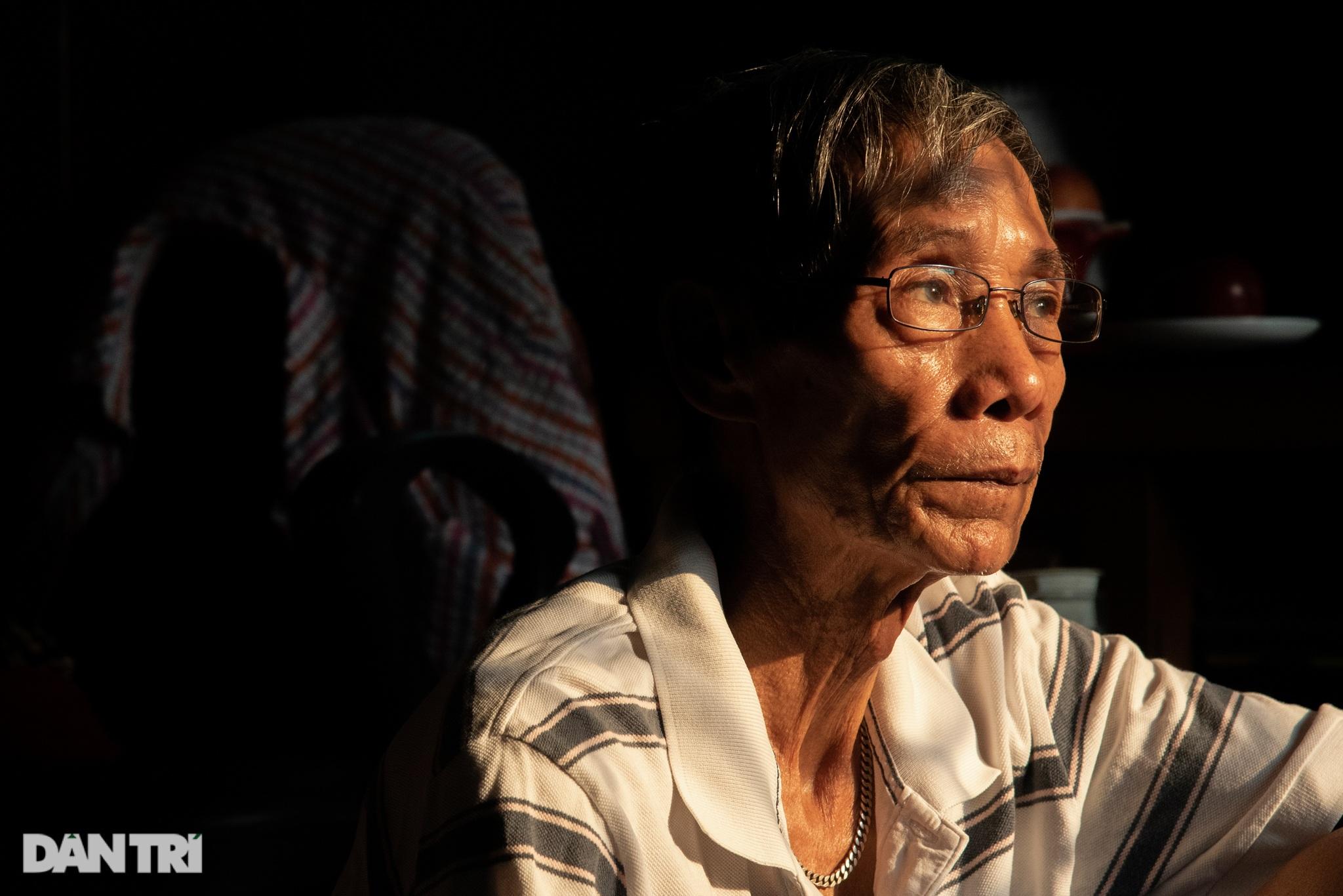 Đôi vợ chồng già trong căn nhà cuối cùng bị giải tỏa trên phố Đại La - 2