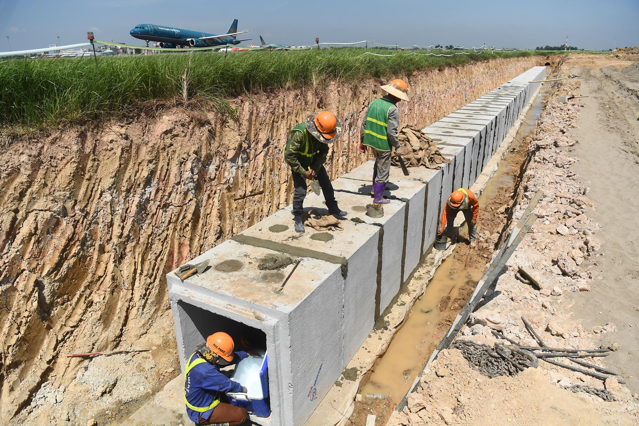 Hoàn tất giải cứu đường băng Nội Bài, đón chuyến bay đầu tiên của năm mới - 3