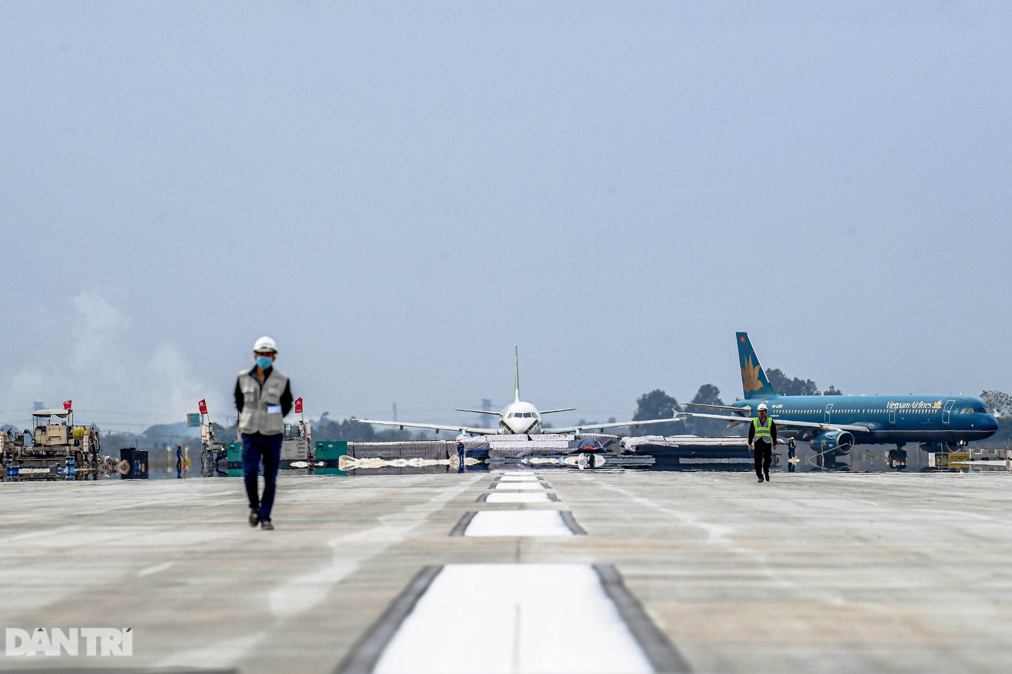 Hoàn tất giải cứu đường băng Nội Bài, đón chuyến bay đầu tiên của năm mới - 16