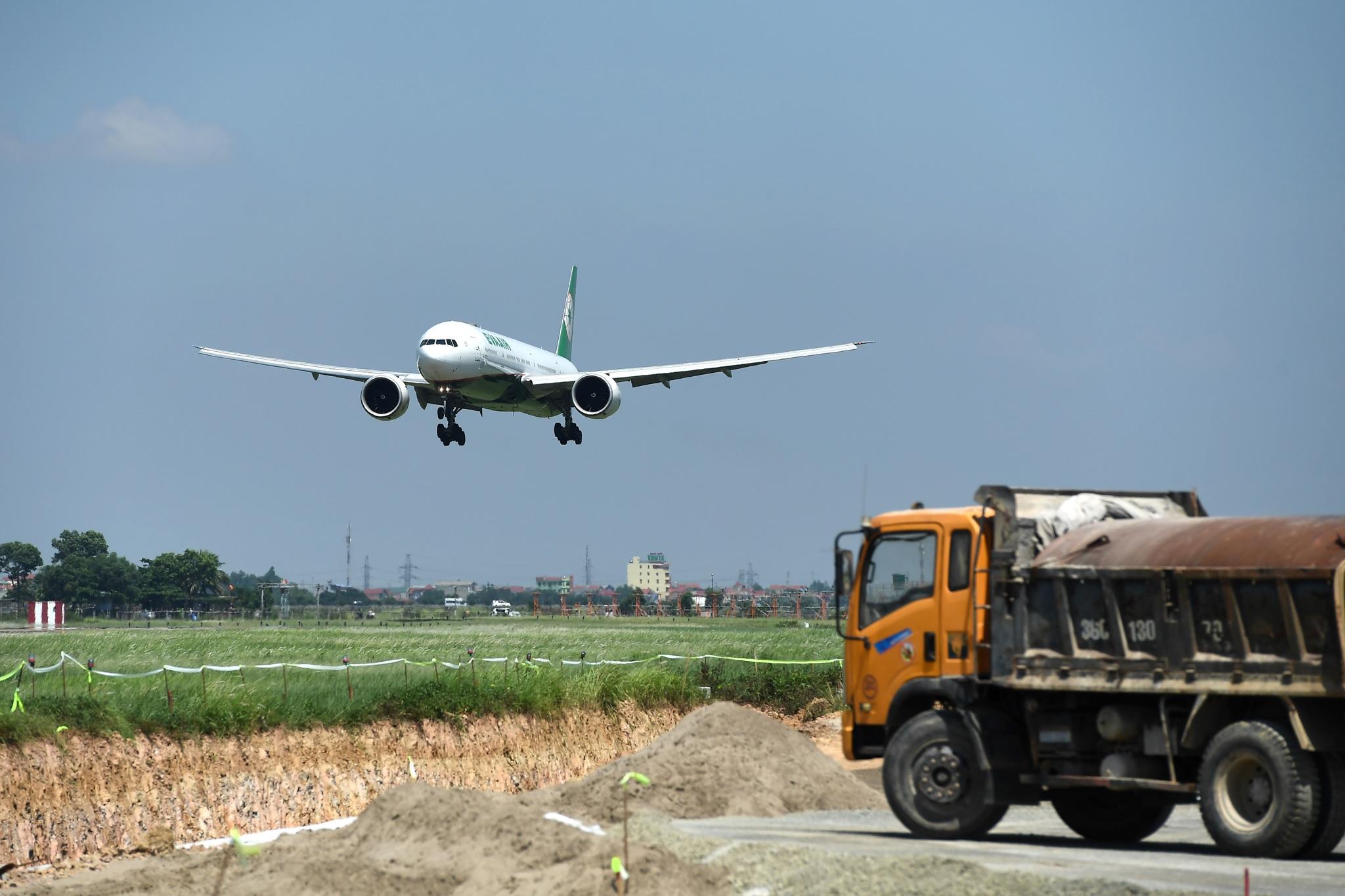 Hoàn tất giải cứu đường băng Nội Bài, đón chuyến bay đầu tiên của năm mới - 14