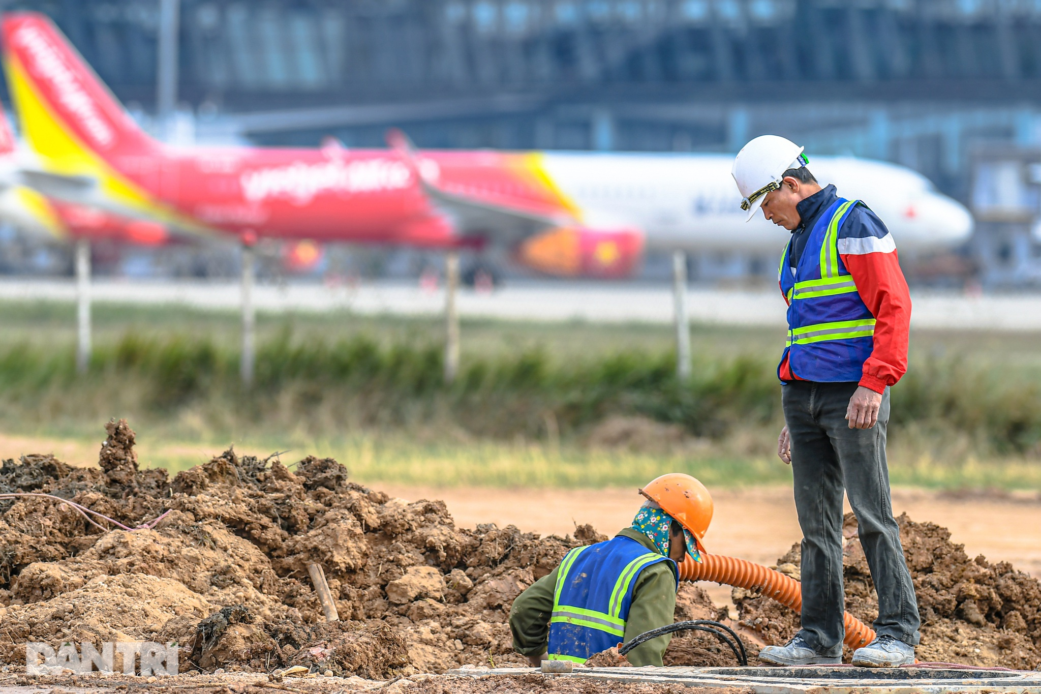 Hoàn tất giải cứu đường băng Nội Bài, đón chuyến bay đầu tiên của năm mới - 2