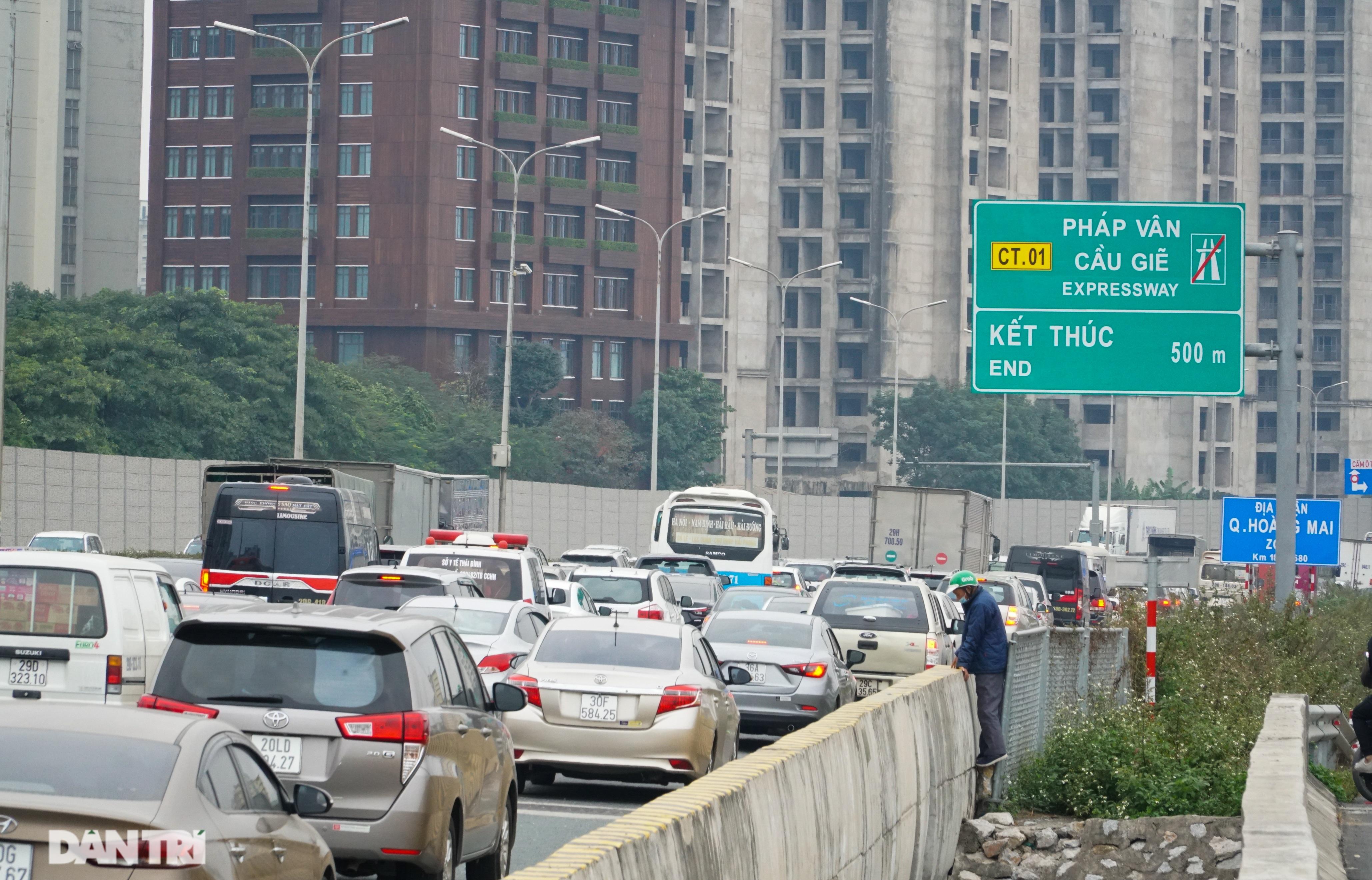 Ngày cuối nghỉ lễ, ùn tắc cục bộ hơn 5km trên cao tốc Pháp Vân - Cầu Giẽ - 6