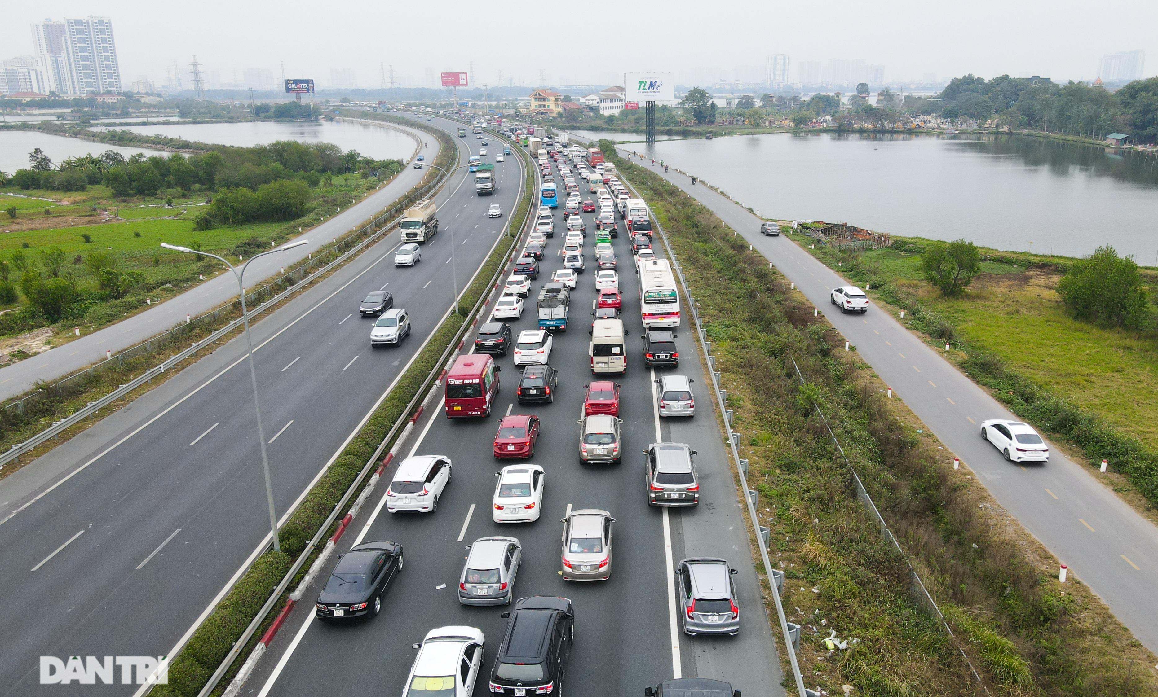 Ngày cuối nghỉ lễ, ùn tắc cục bộ hơn 5km trên cao tốc Pháp Vân - Cầu Giẽ - 2