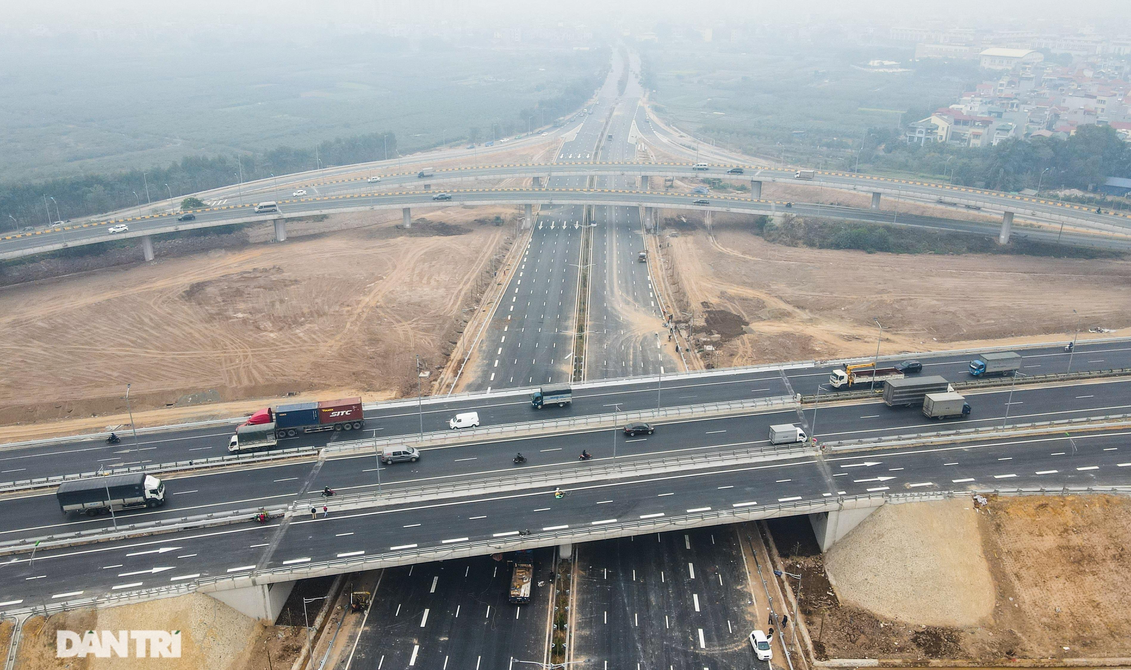 Toàn cảnh nút giao cao tốc hơn 400 tỷ ở Hà Nội trước ngày thông xe - 1