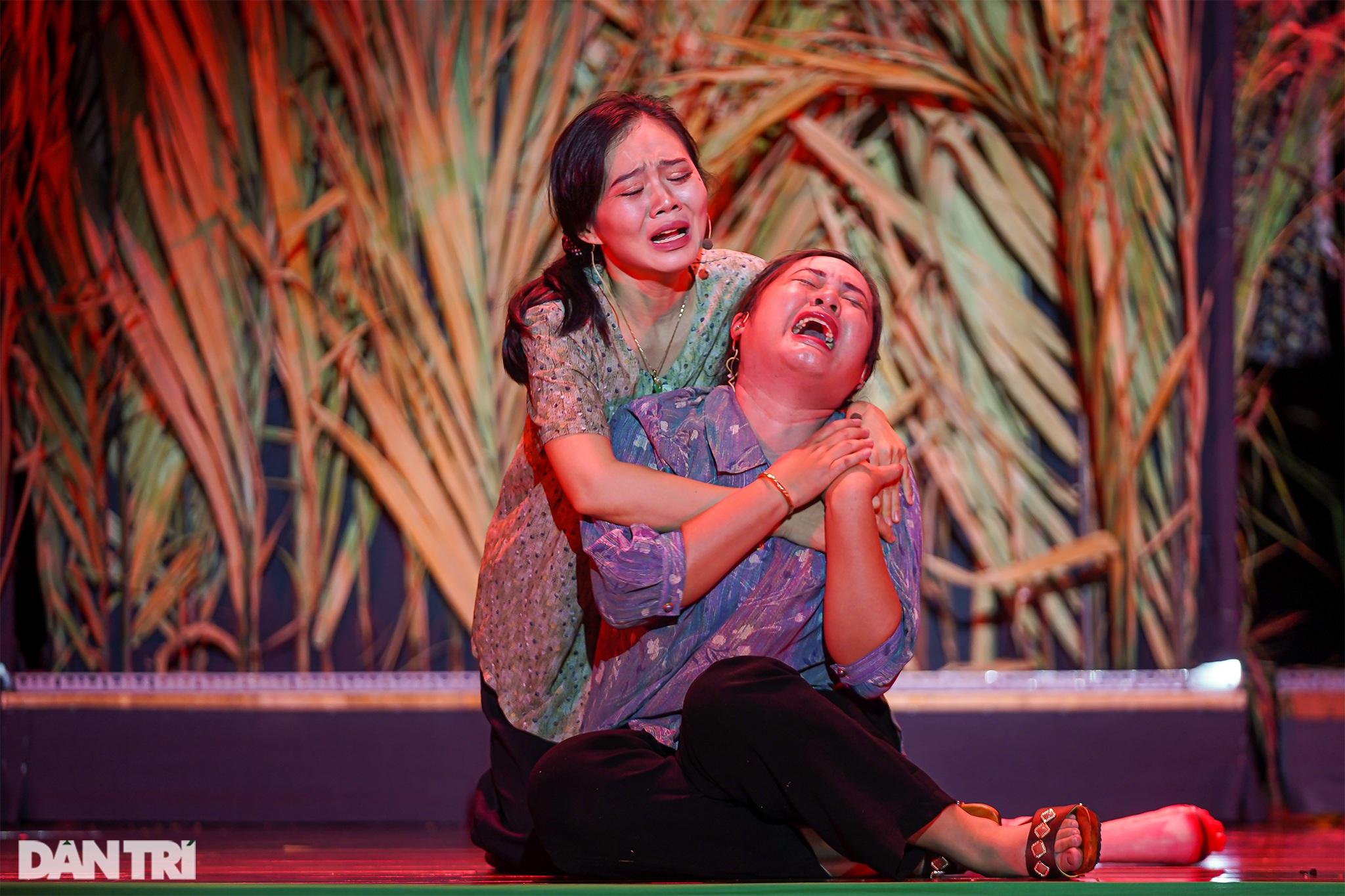 Bất ngờ khoảnh khắc: Khi sinh viên làm kịch chuyên nghiệp - 13