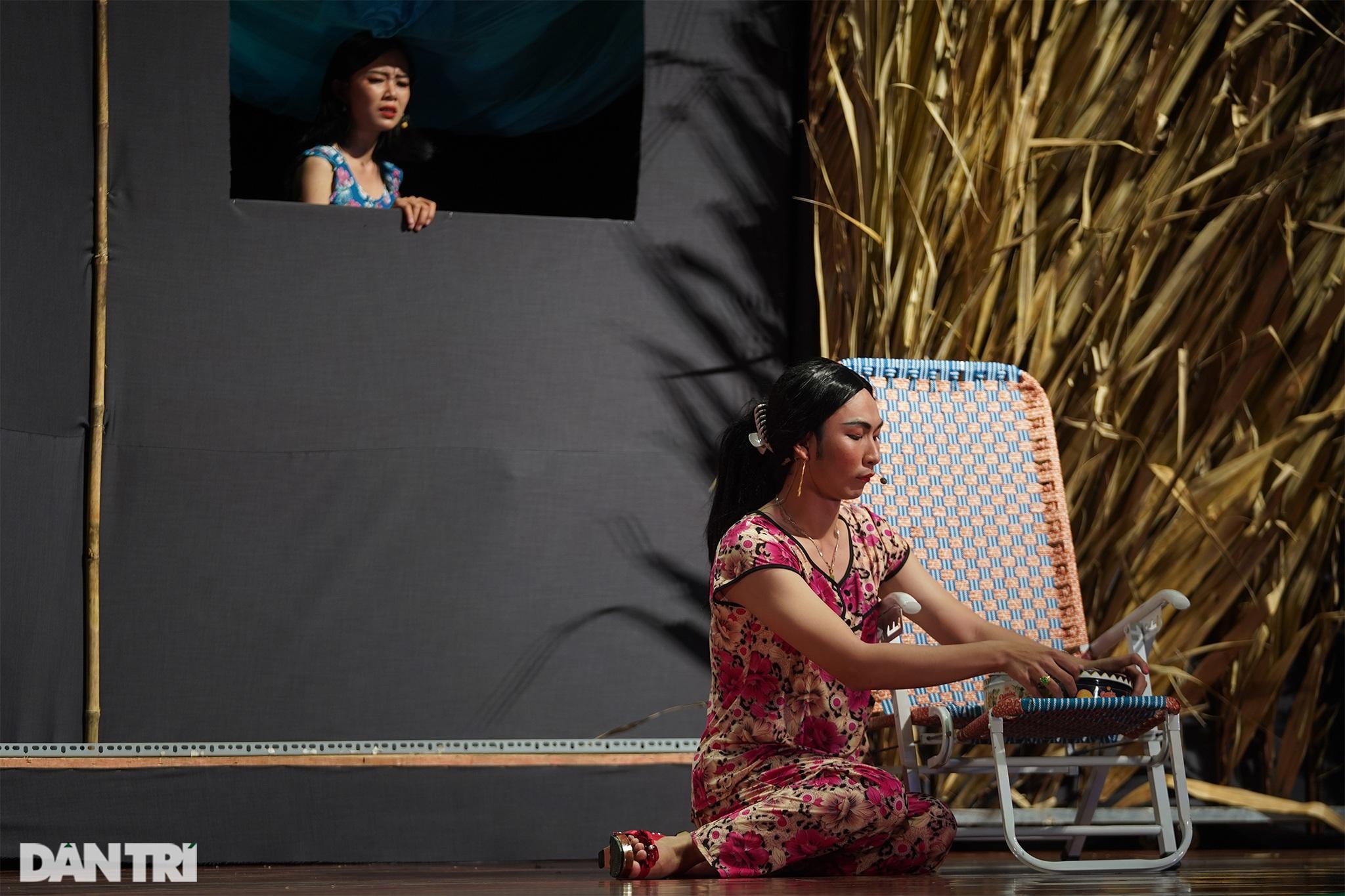 Bất ngờ khoảnh khắc: Khi sinh viên làm kịch chuyên nghiệp - 14
