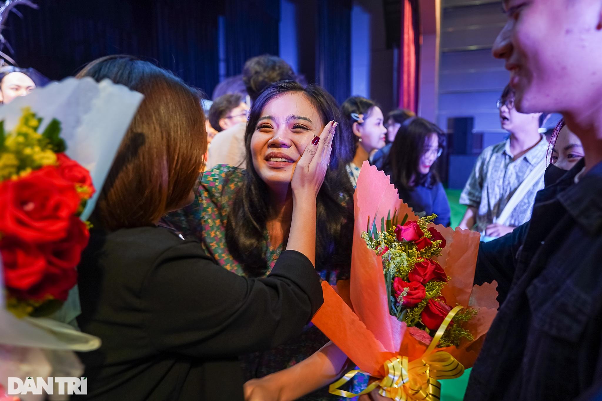 Bất ngờ khoảnh khắc: Khi sinh viên làm kịch chuyên nghiệp - 17