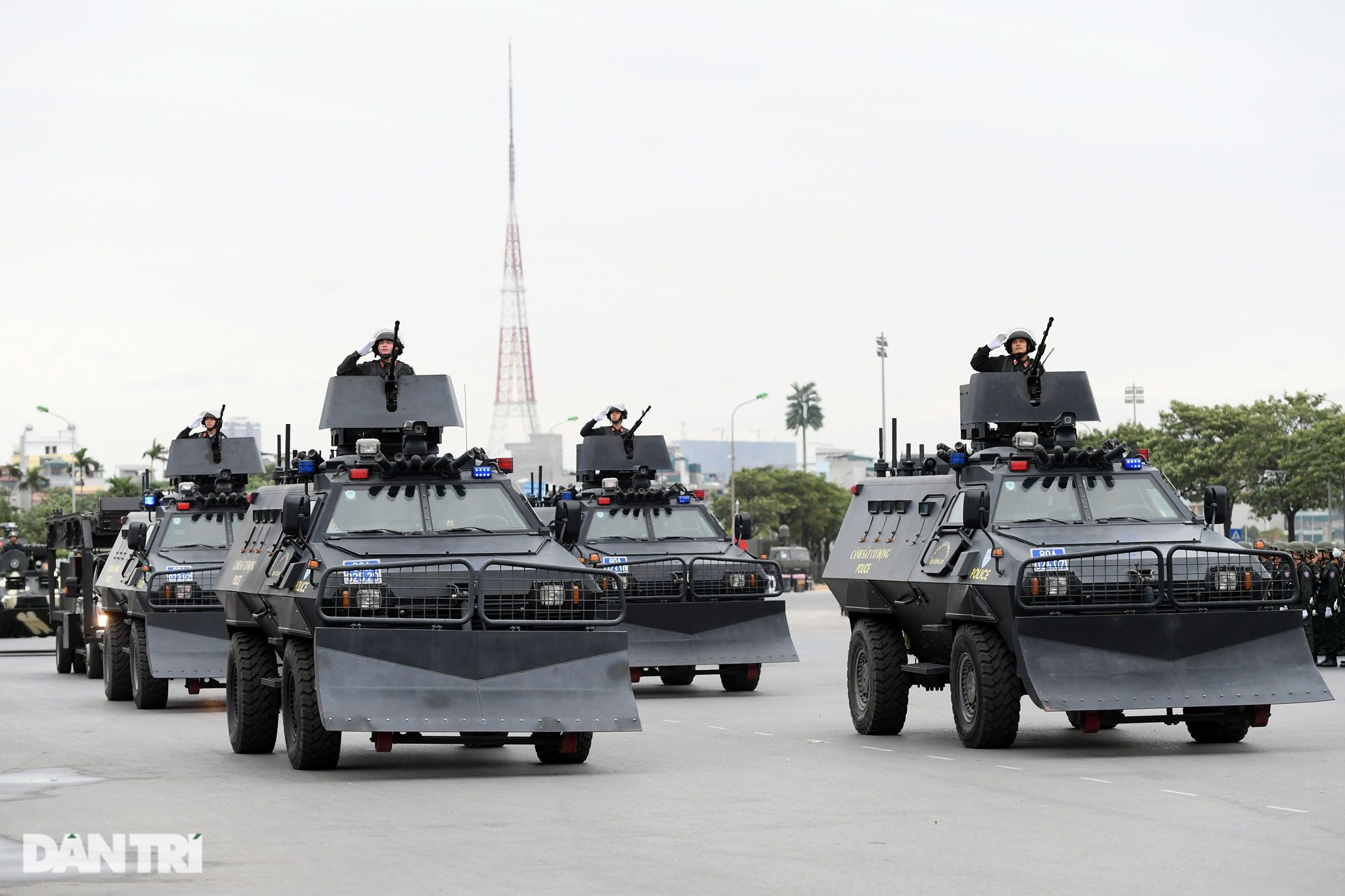 Dàn khí tài đặc chủng tham gia diễn tập bảo vệ Đại hội Đảng toàn quốc - 9