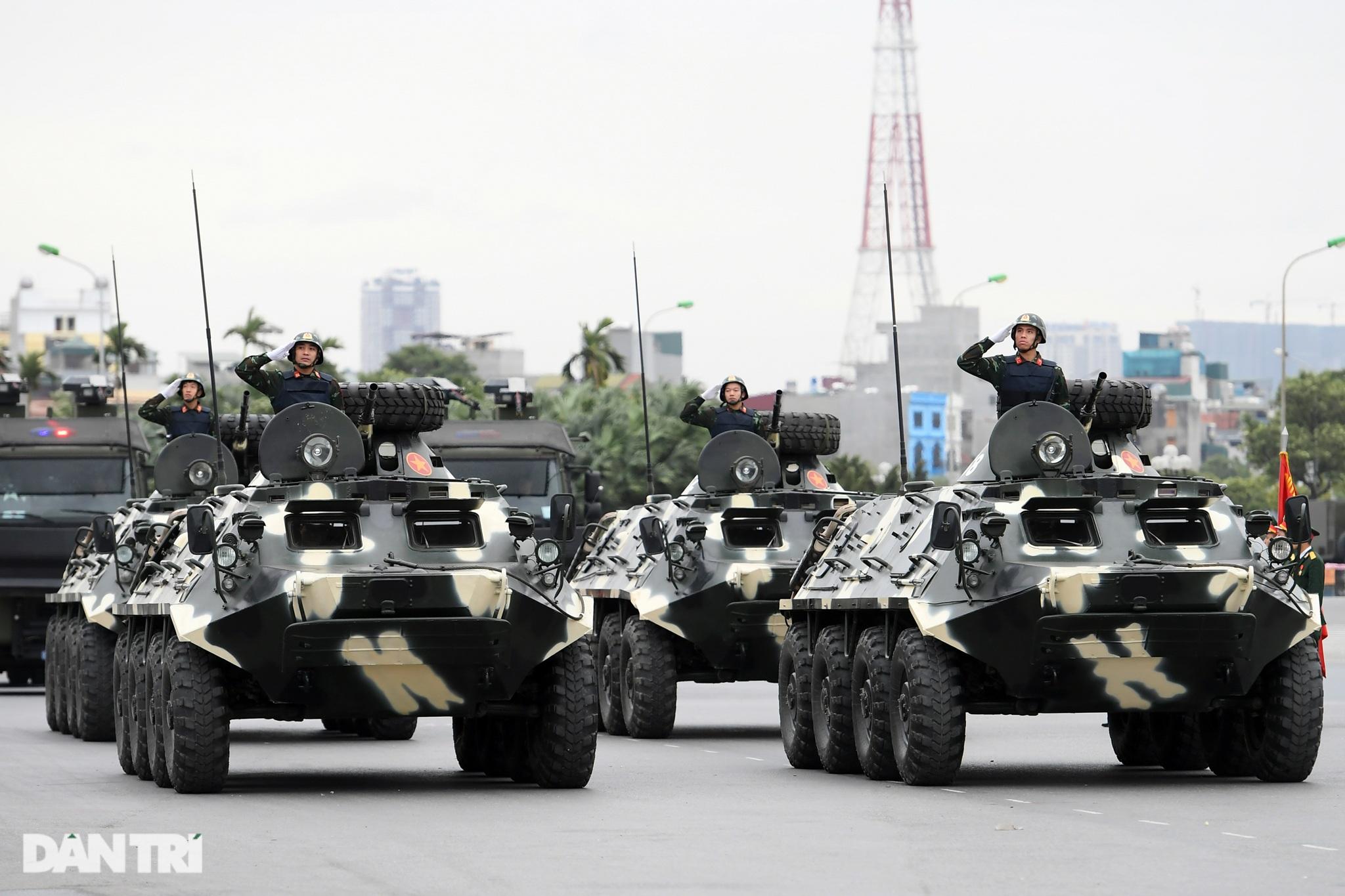 Dàn khí tài đặc chủng tham gia diễn tập bảo vệ Đại hội Đảng toàn quốc - 12