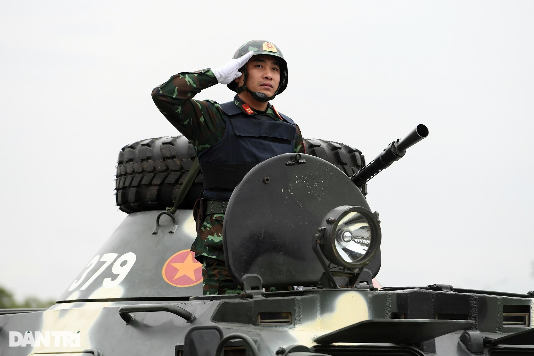 Dàn khí tài đặc chủng tham gia diễn tập bảo vệ Đại hội Đảng toàn quốc - 11