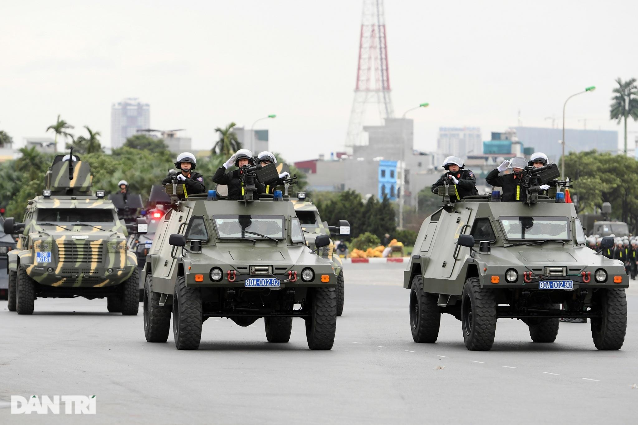 Dàn khí tài đặc chủng tham gia diễn tập bảo vệ Đại hội Đảng toàn quốc - 8