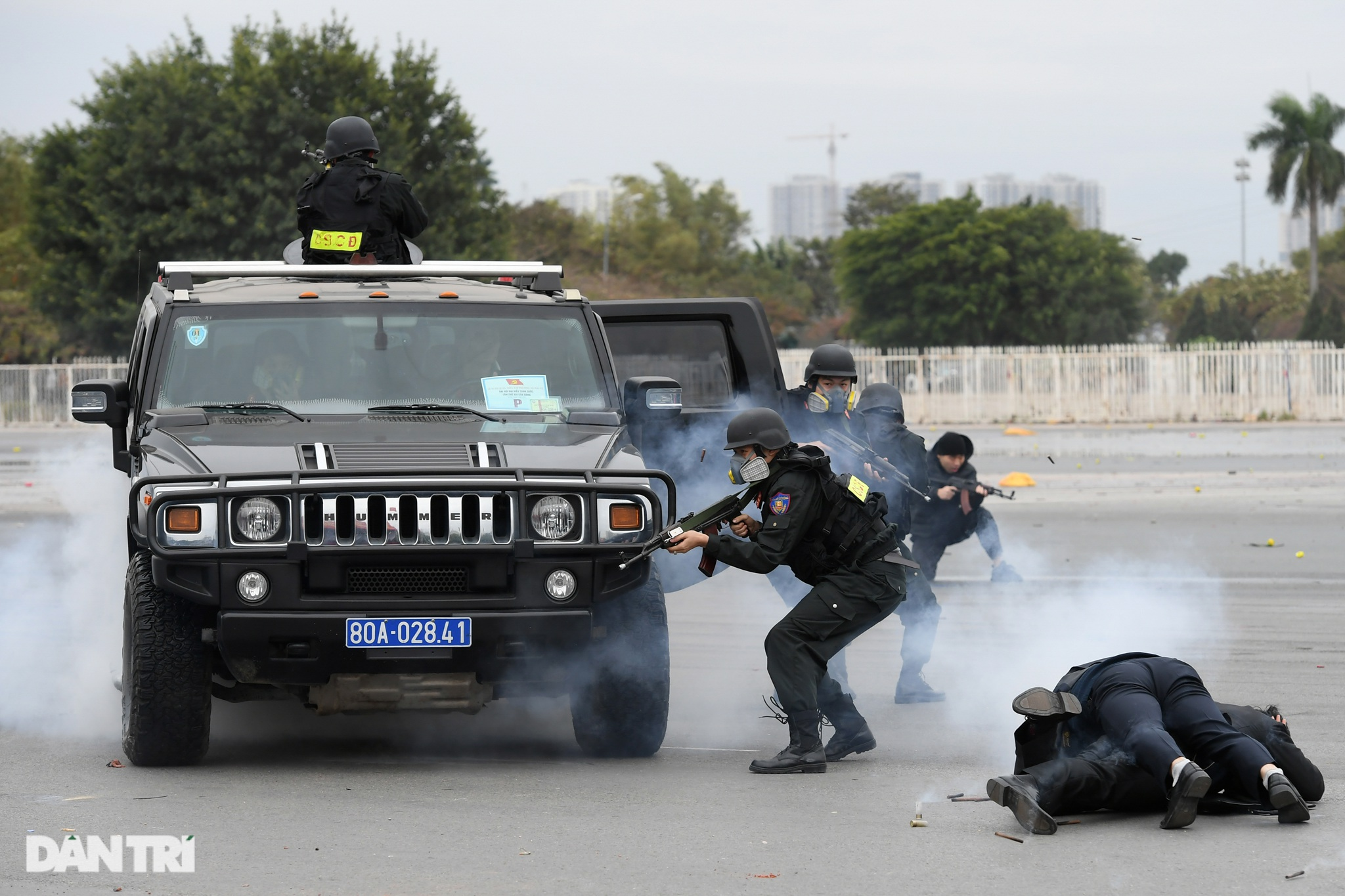 Diễn tập phòng chống khủng bố, bảo vệ nguyên thủ trước thềm Đại hội Đảng - 14