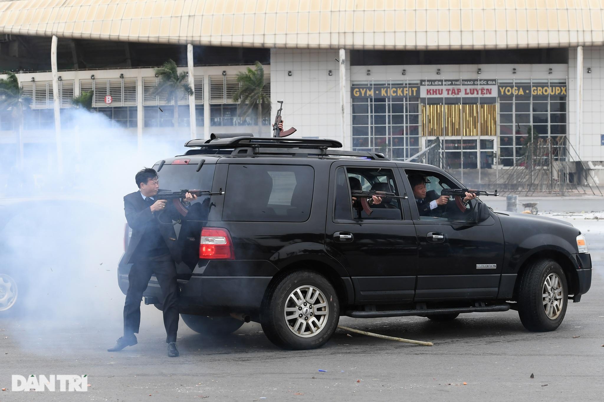 Diễn tập phòng chống khủng bố, bảo vệ nguyên thủ trước thềm Đại hội Đảng - 13
