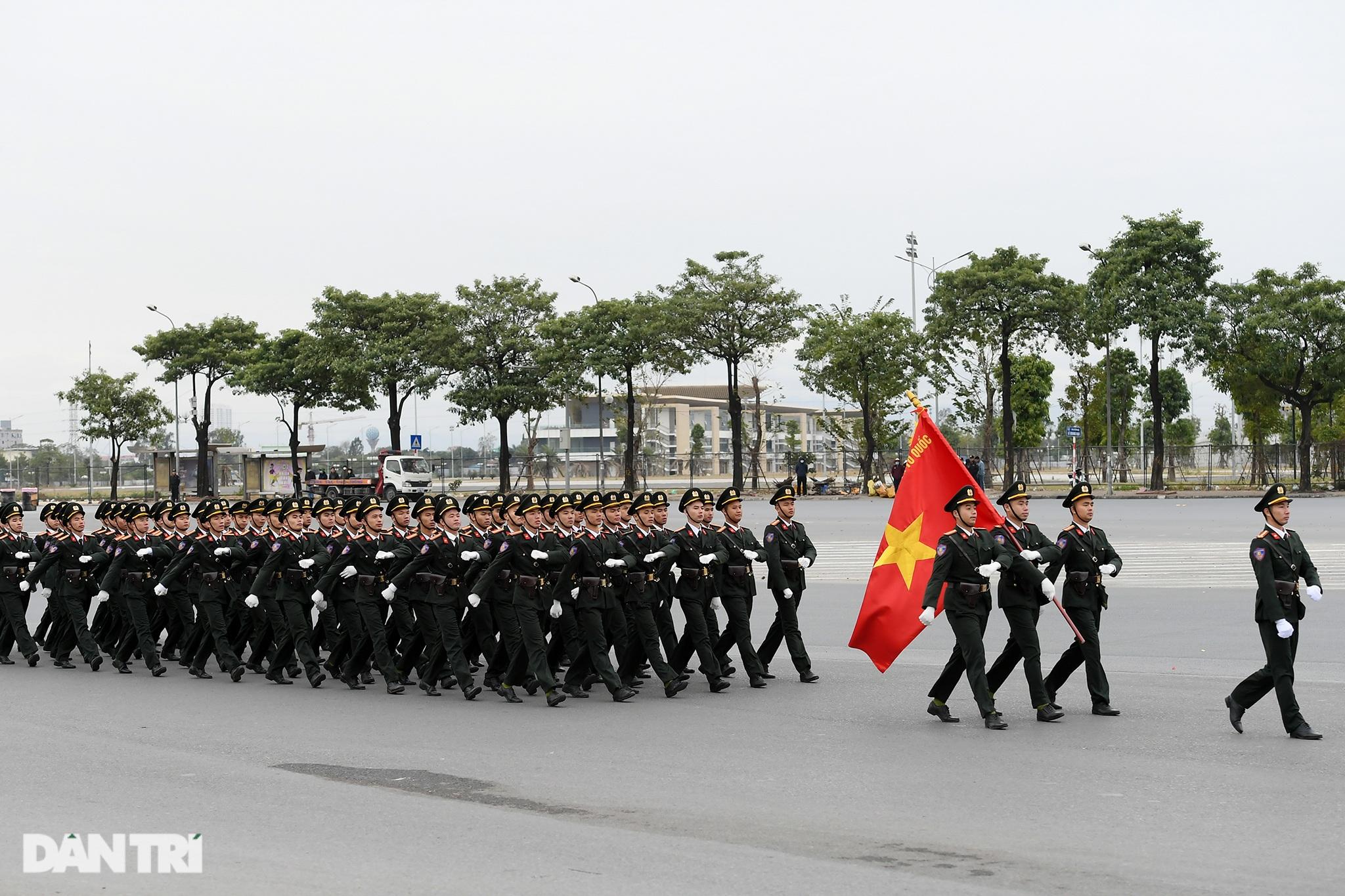 Dàn khí tài đặc chủng tham gia diễn tập bảo vệ Đại hội Đảng toàn quốc - 1