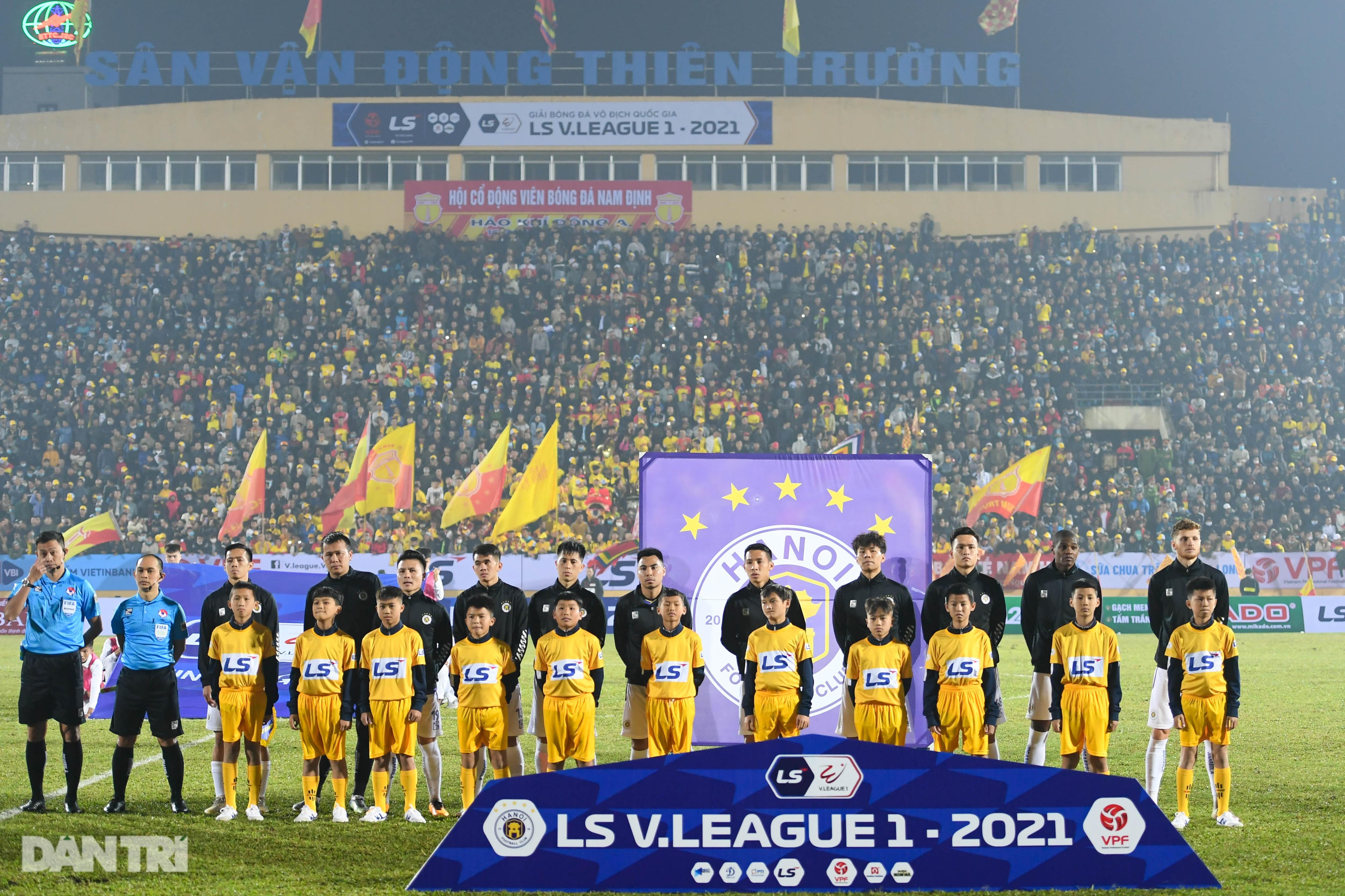 CLB Hà Nội thua đậm Nam Định: Thiên Trường mở hội, ngân vang khúc khải hoàn - 1