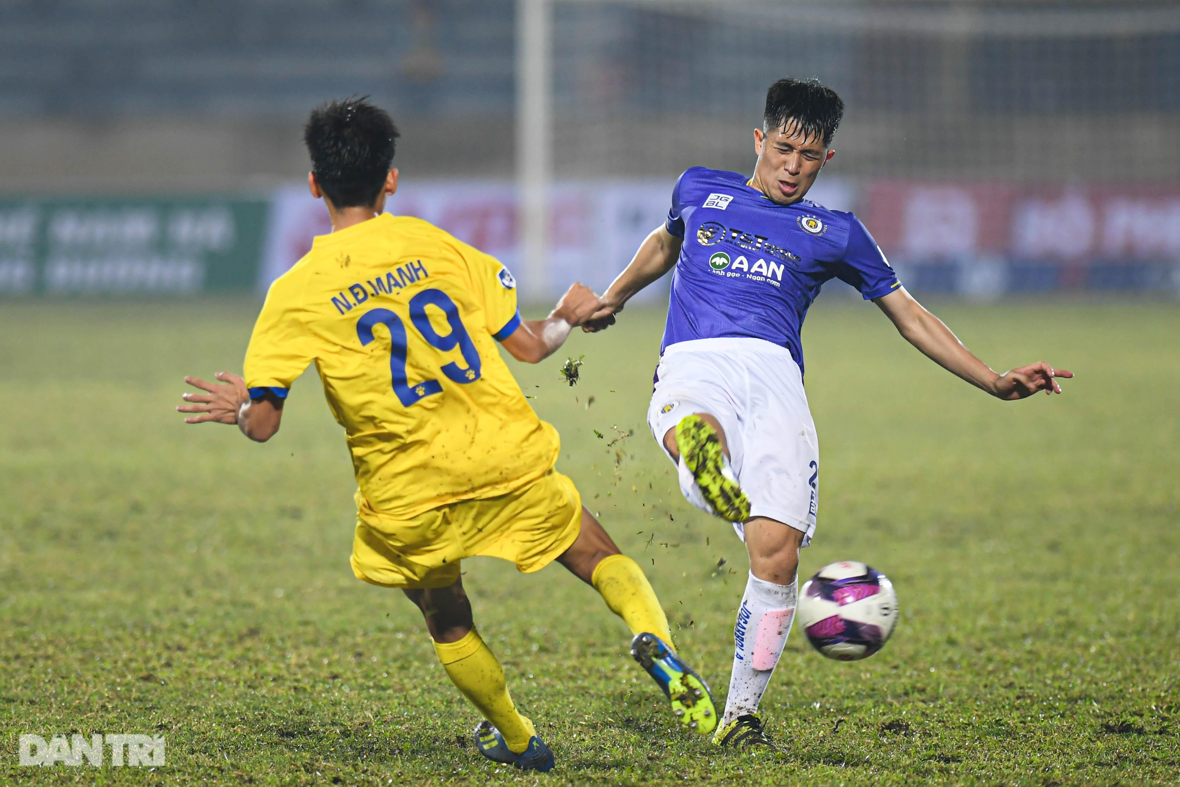 CLB Hà Nội thua đậm Nam Định: Thiên Trường mở hội, ngân vang khúc khải hoàn - 17