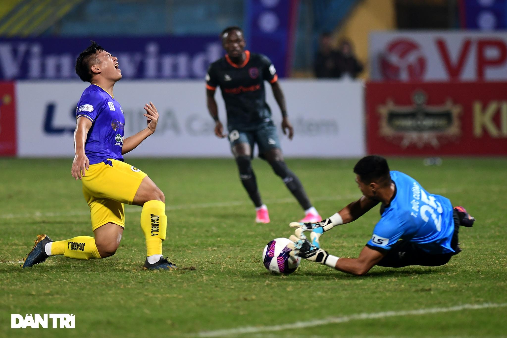 Những khoảnh khắc CLB Hà Nội thua trận thứ hai liên tiếp ở V-League - 7