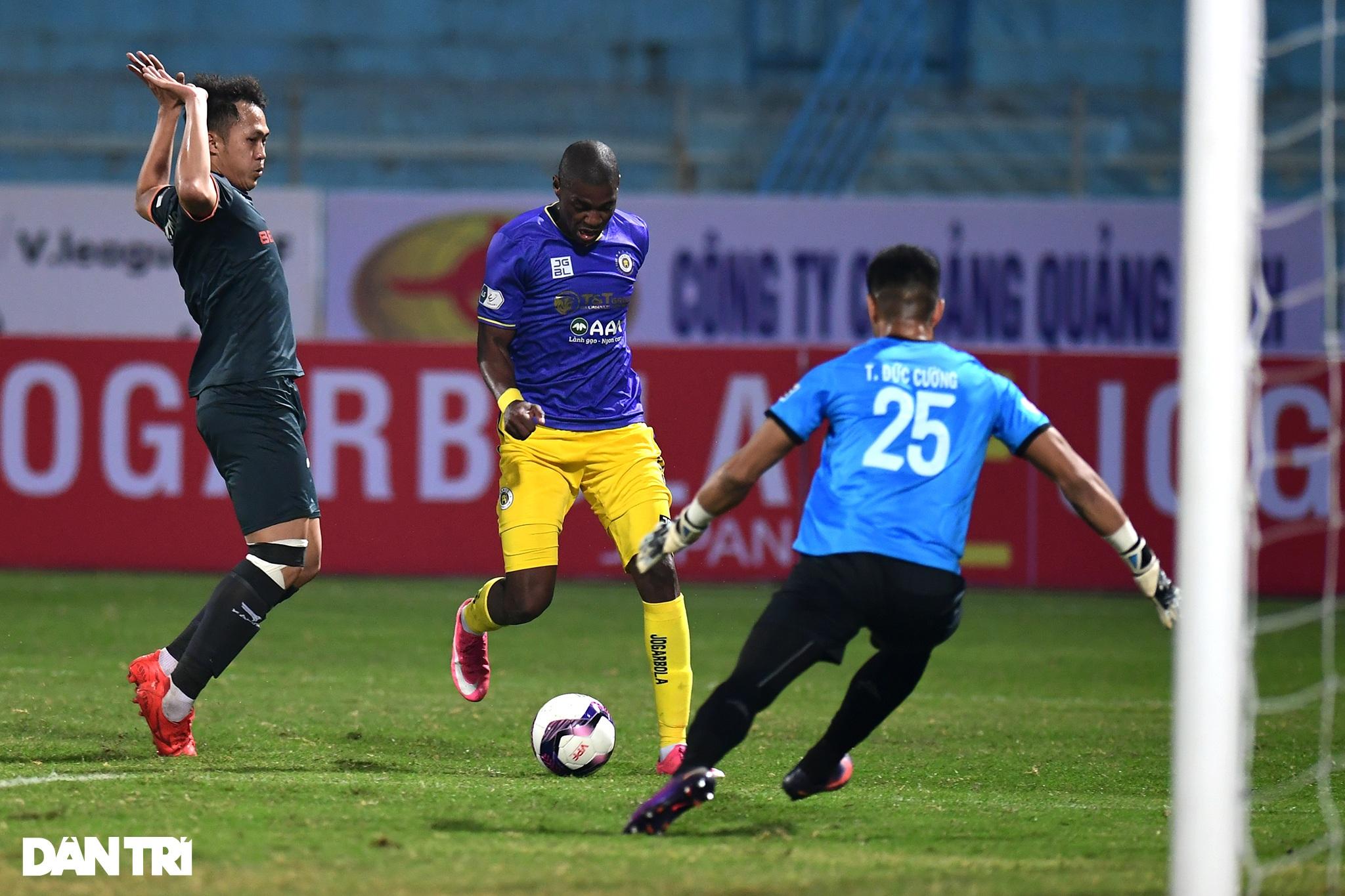 Những khoảnh khắc CLB Hà Nội thua trận thứ hai liên tiếp ở V-League - 6