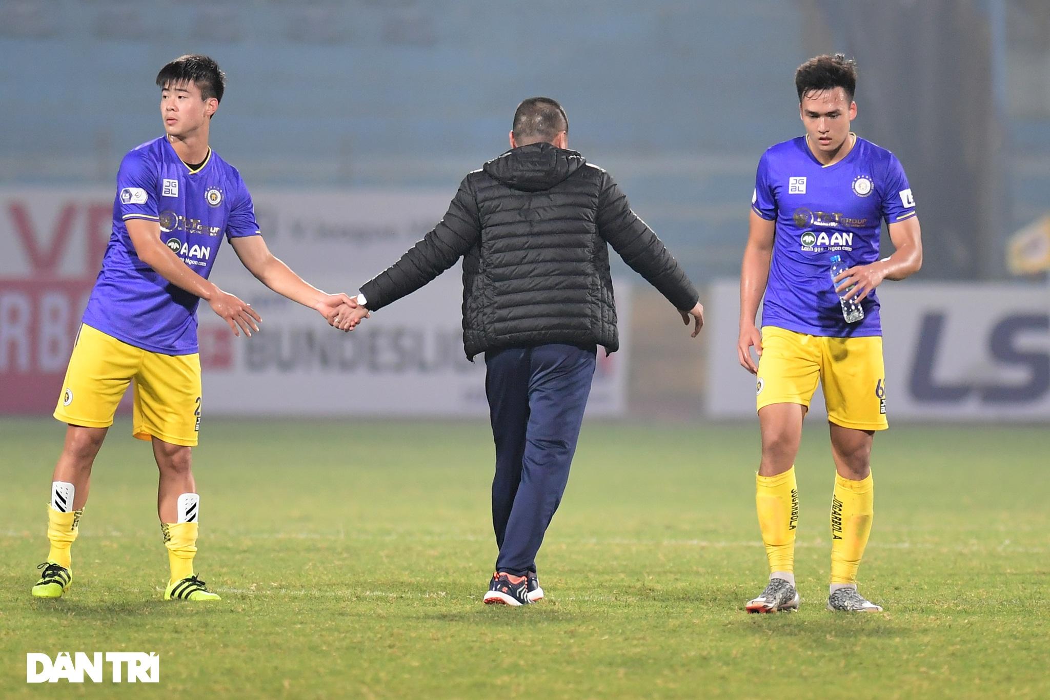 Những khoảnh khắc CLB Hà Nội thua trận thứ hai liên tiếp ở V-League - 22