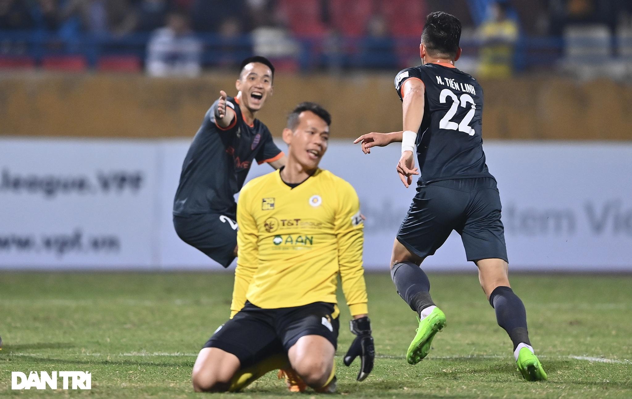 Những khoảnh khắc CLB Hà Nội thua trận thứ hai liên tiếp ở V-League - 17