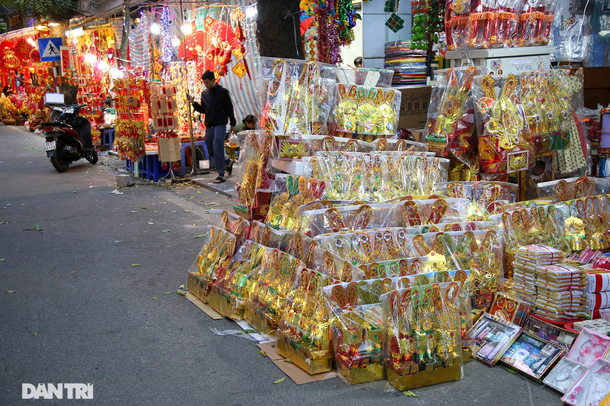 Chợ hoa Hàng Lược bắt đầu khoe sắc đón người dân sắm Tết - 13