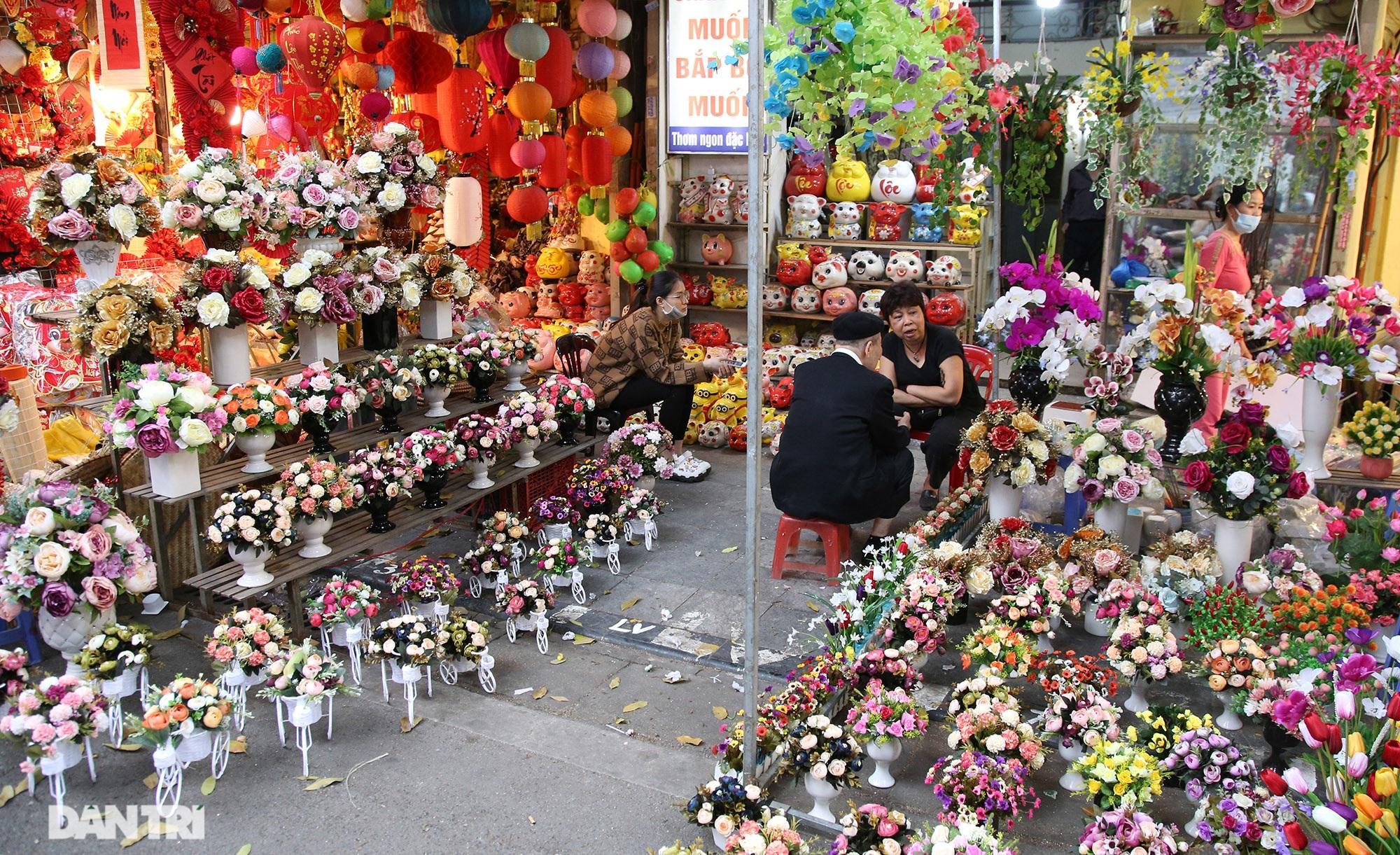 Chợ hoa Hàng Lược bắt đầu khoe sắc đón người dân sắm Tết - 14