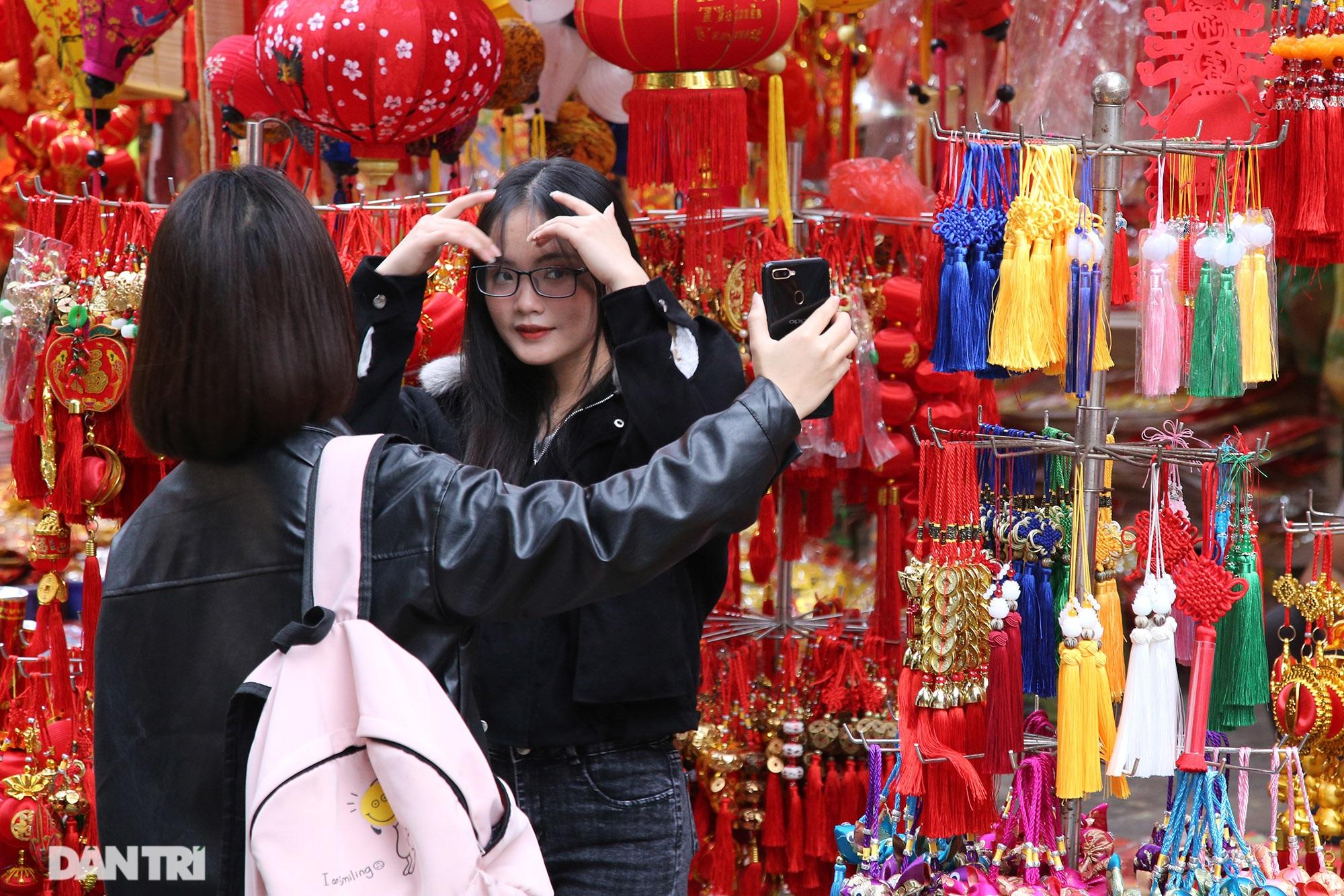 Chợ hoa Hàng Lược bắt đầu khoe sắc đón người dân sắm Tết - 15
