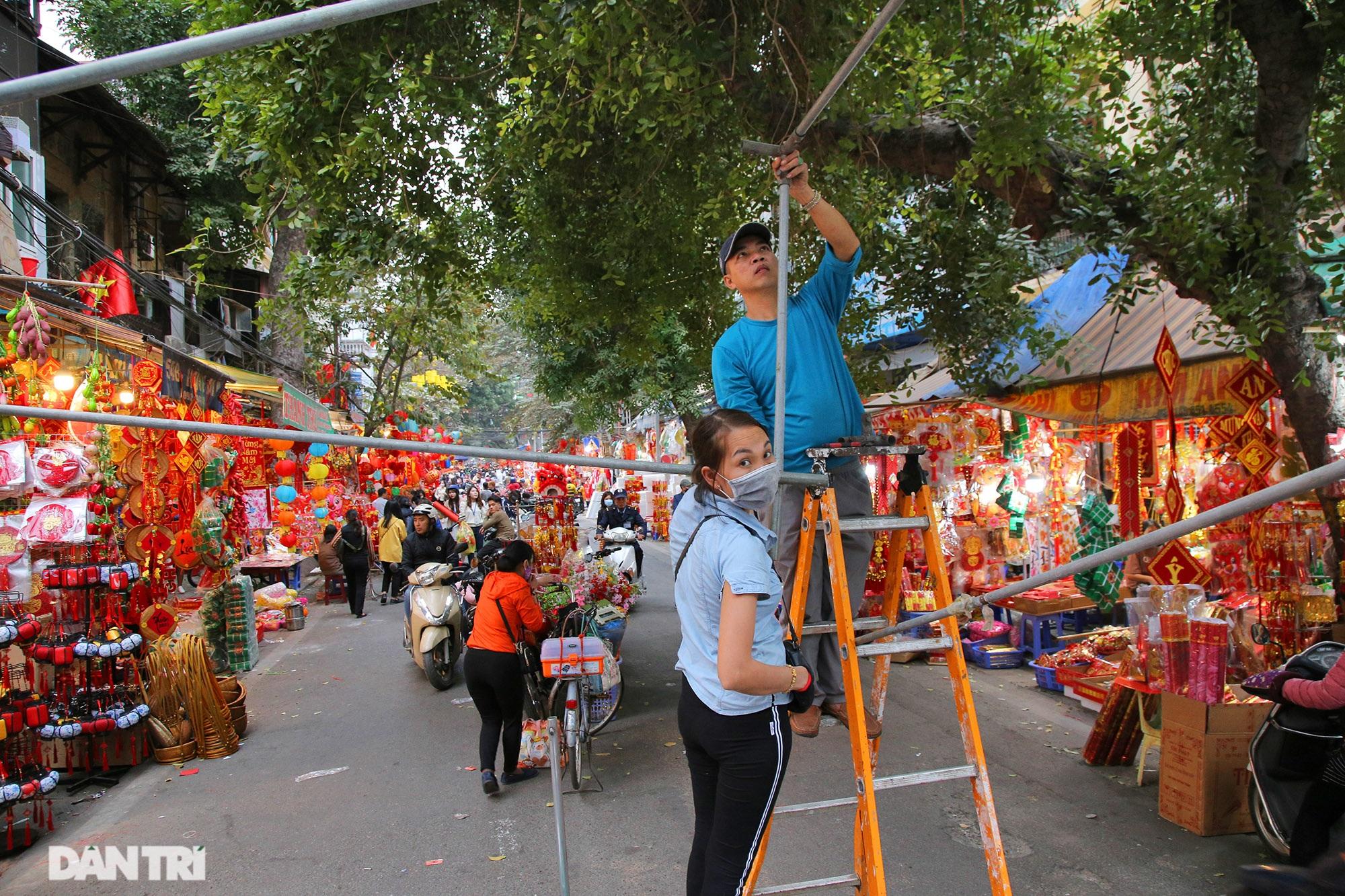 Chợ hoa Hàng Lược bắt đầu khoe sắc đón người dân sắm Tết - 2